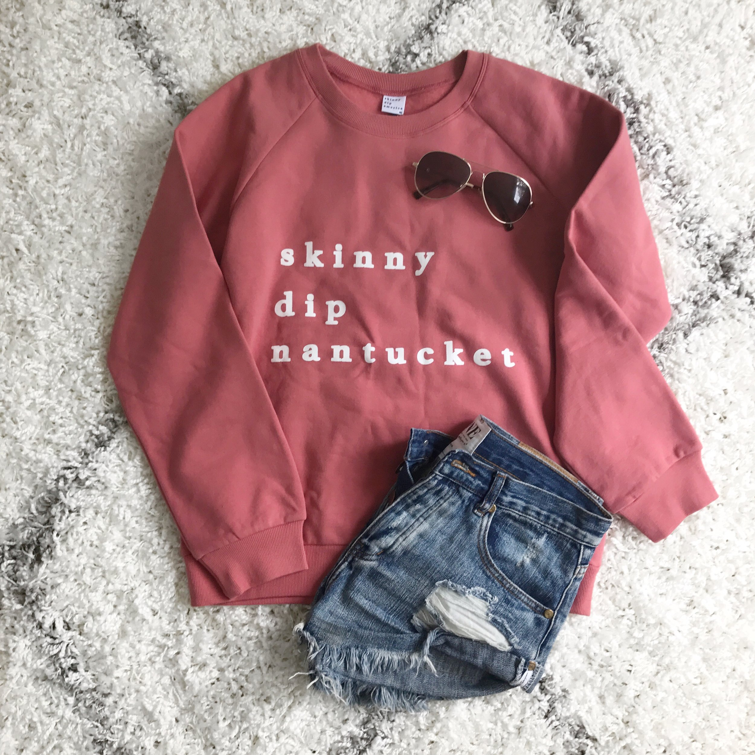 outfit flat lay / skinny dip nantucket / travel diary