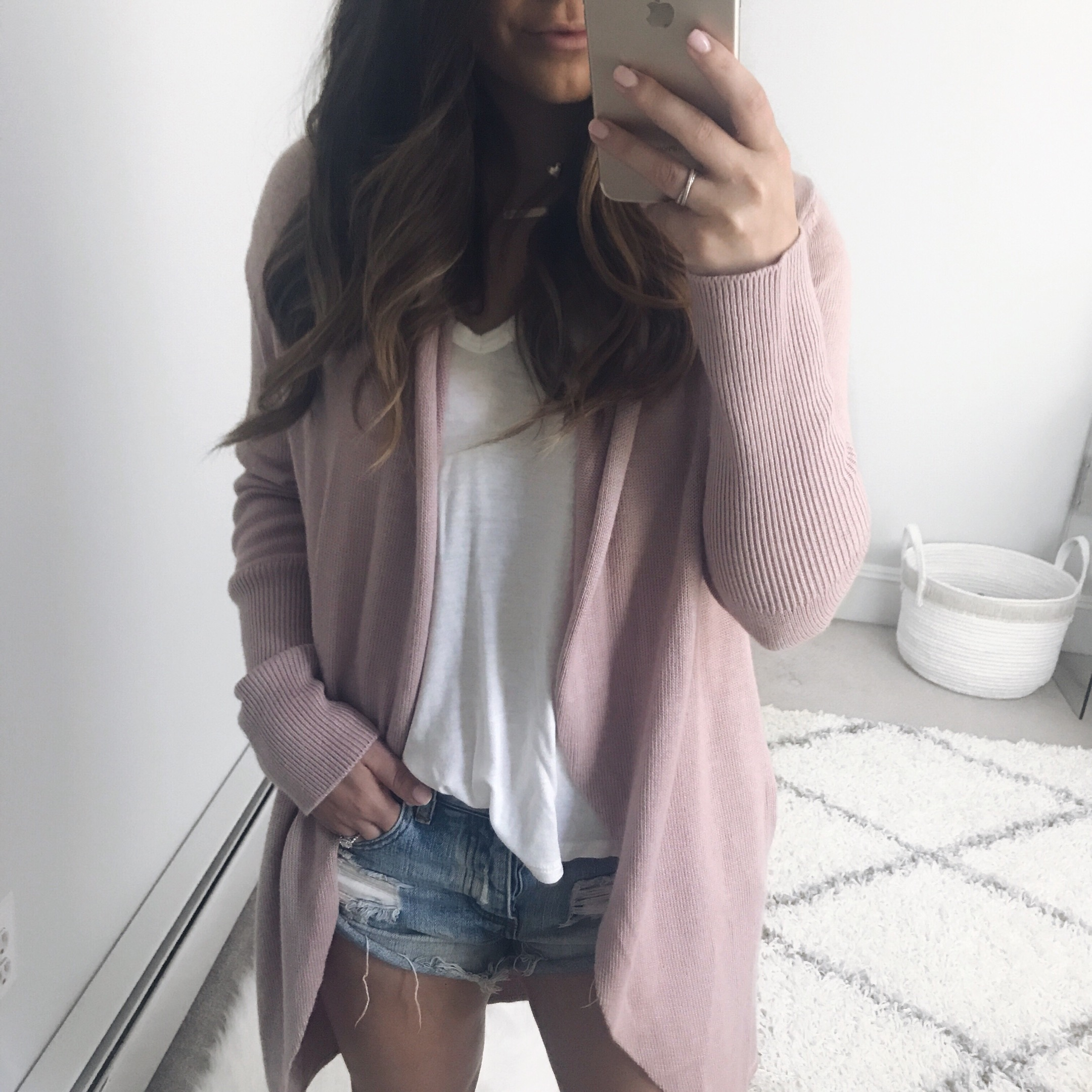 leith cardigan / lush v neck / one teaspoon shorts / fall transition outfit idea / outfit inspiration
