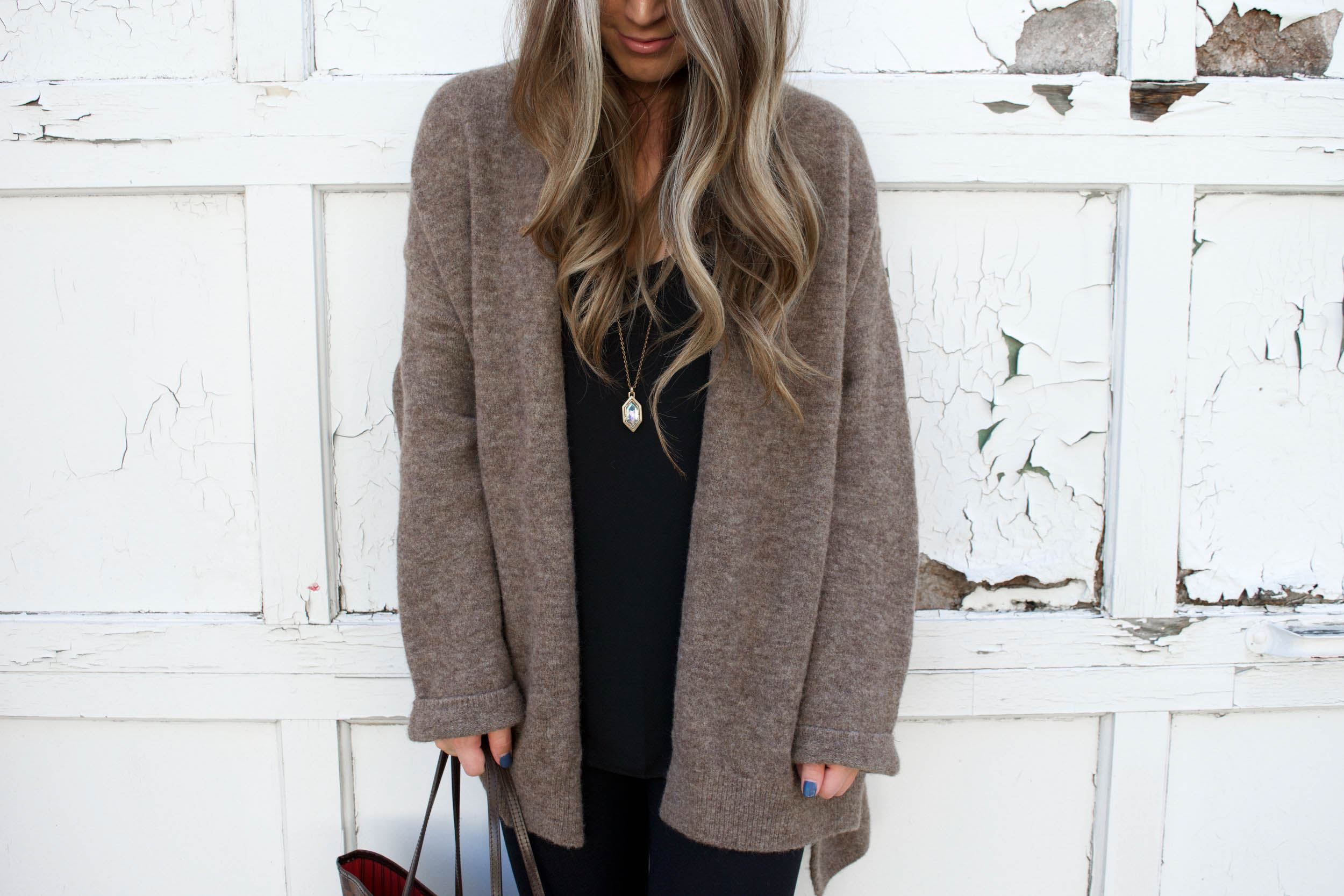 fall outfit idea / all black outfit for fall / cozy cardigan