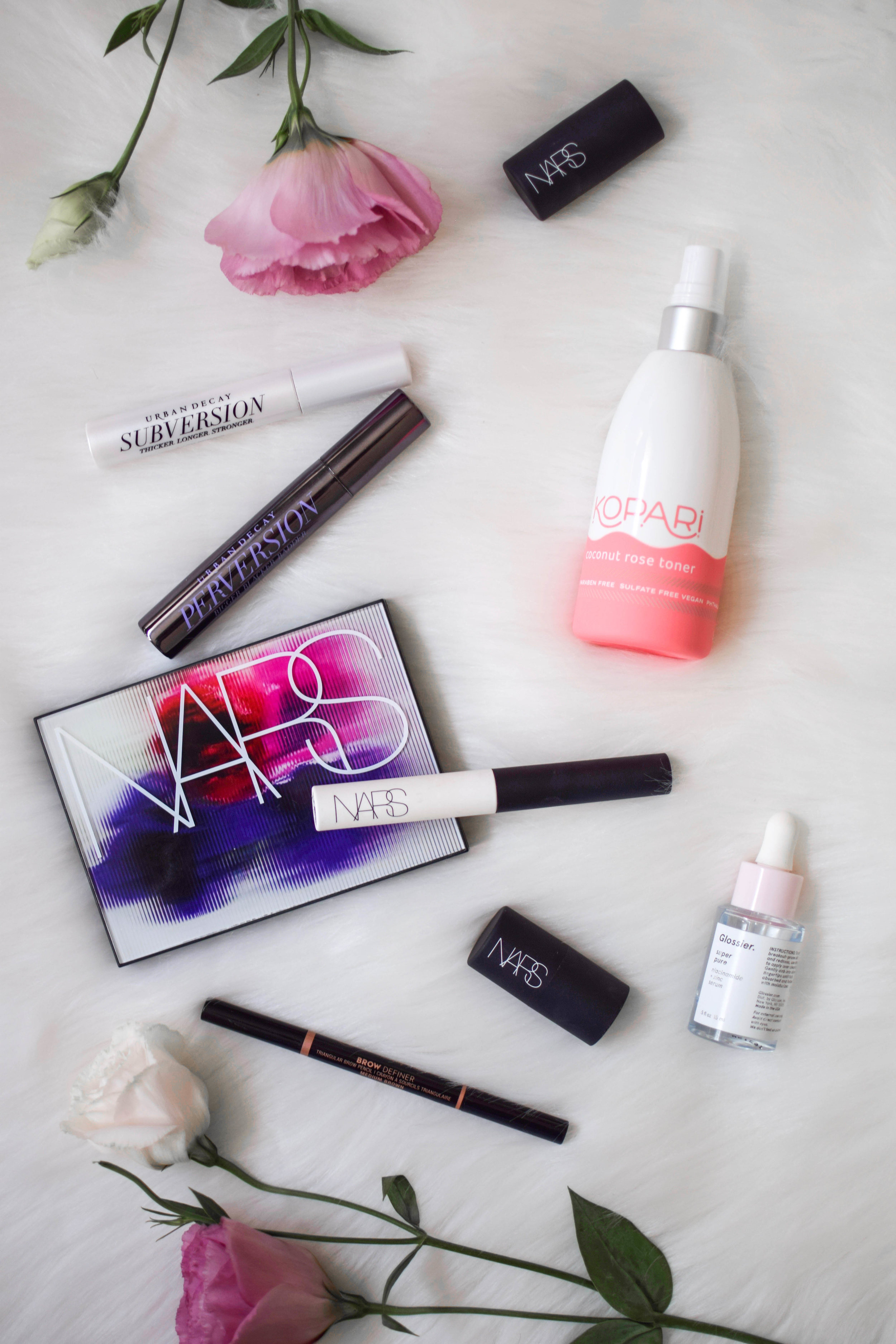 every day makeup routine / makeup product flat lay / beauty product flat lay / how to style a flat lay / nars / glossier / kopari / urban decay / Anastasia