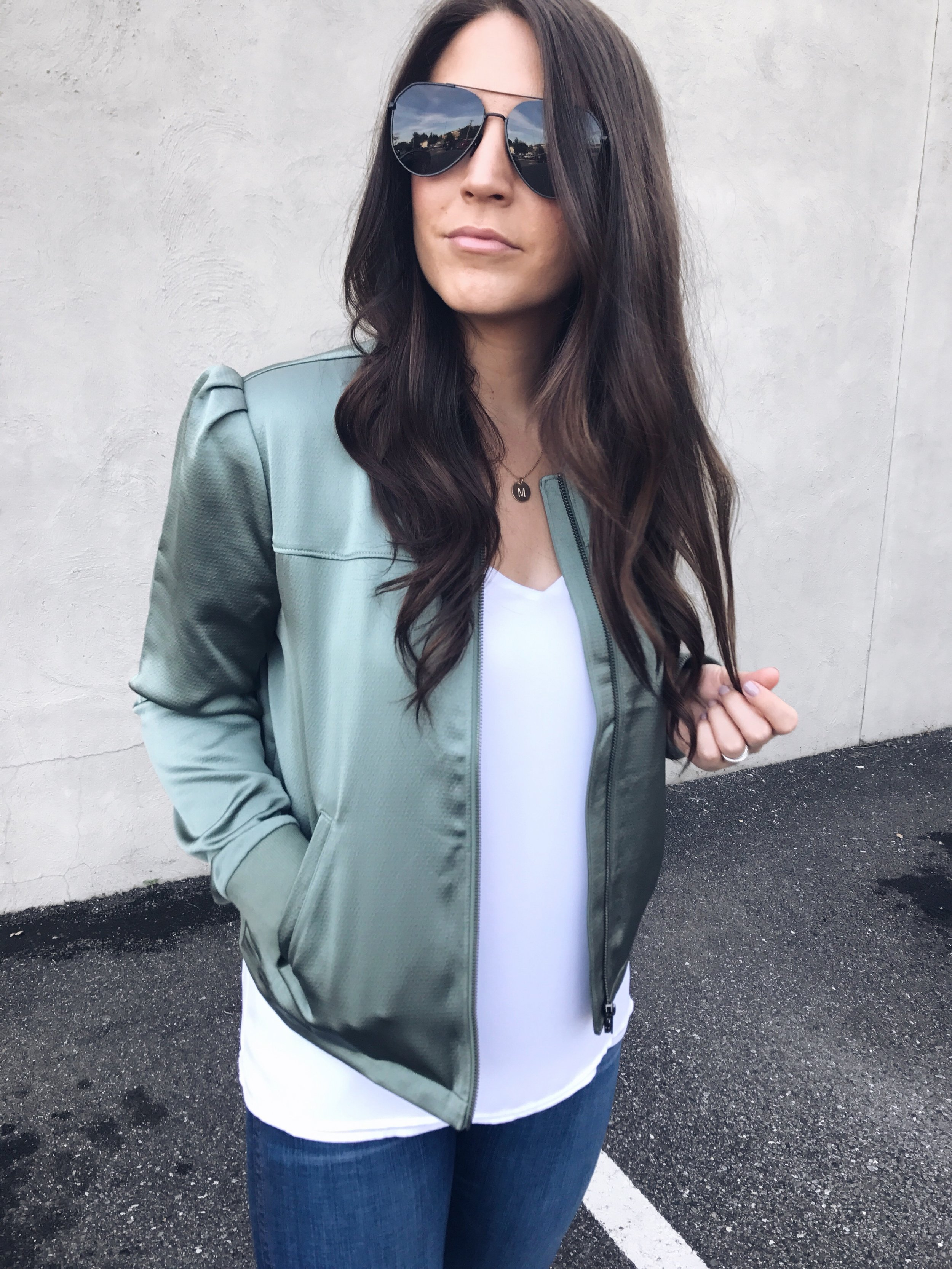 fall fashion / fall outfit idea / fall outfit inspiration / bomber jacket / how to style a bomber jacket