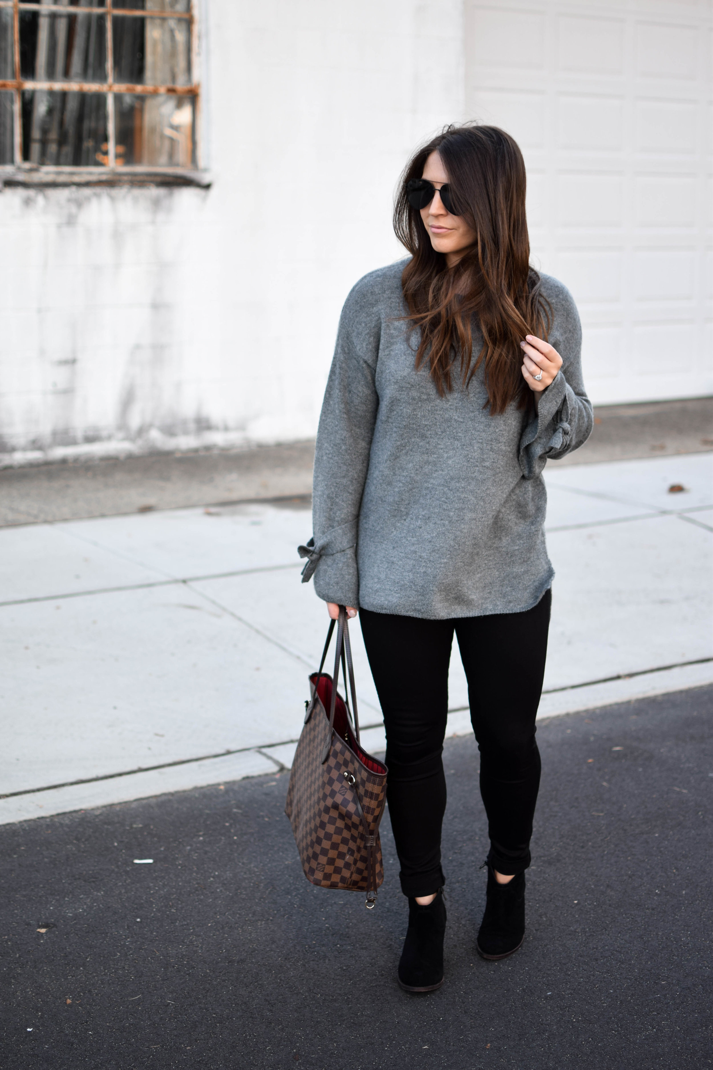 fall fashion / fall outfit ideas / fall outfit inspiration / fall closet essentials / black denim / black booties / tie sleeve sweater