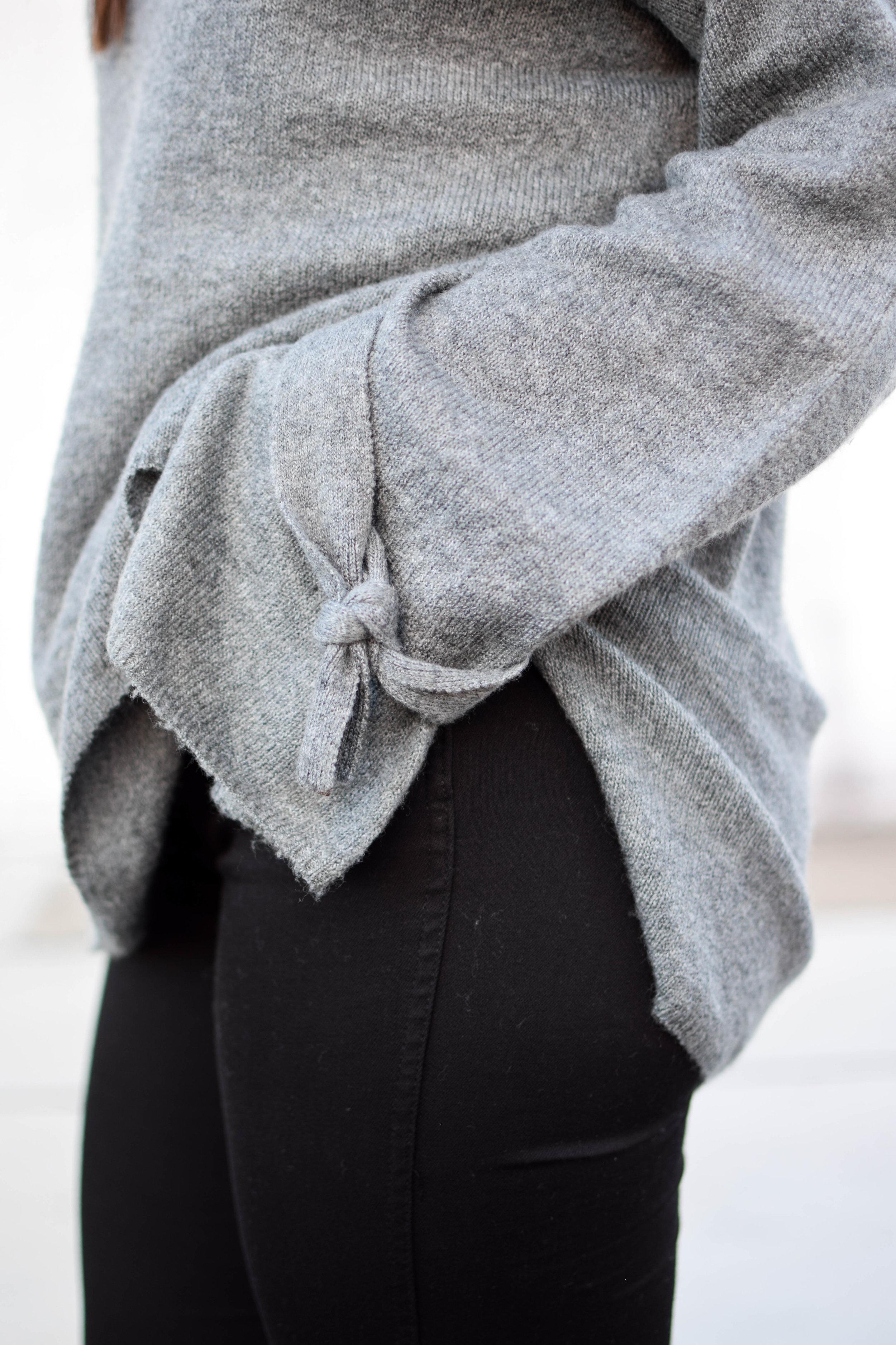 fall fashion / fall outfit idea / fall outfit inspiration / fall closet essentials / black denim / tie sleeve sweater