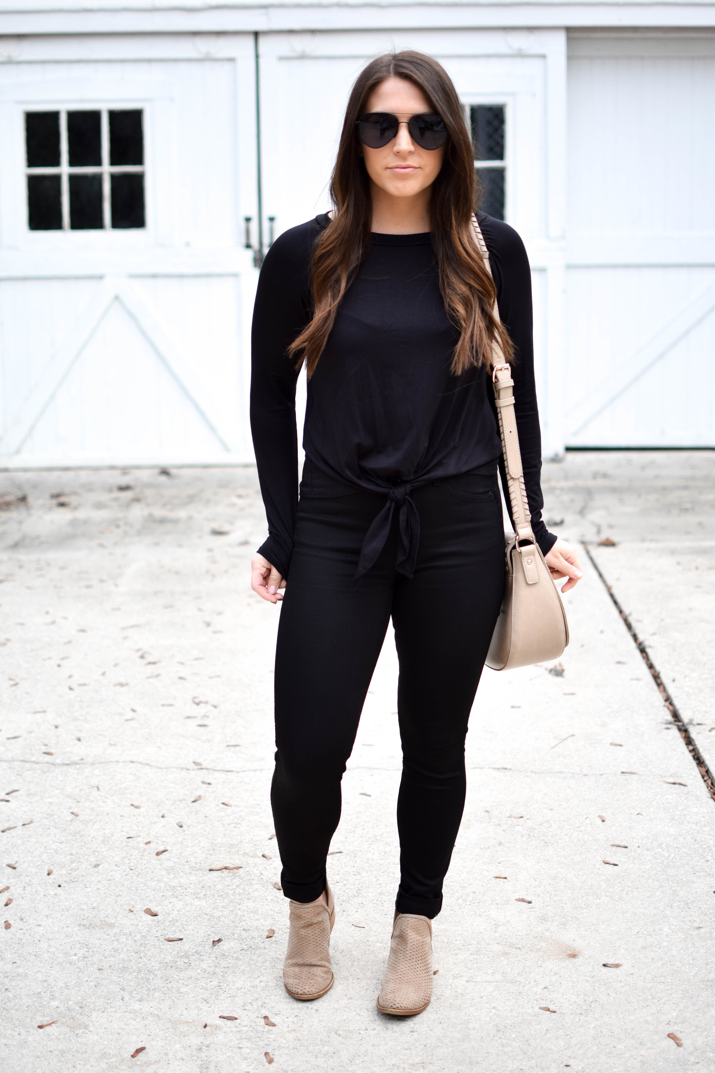 fall fashion / fall outfit idea / fall outfit inspiration / all black outfit for fall