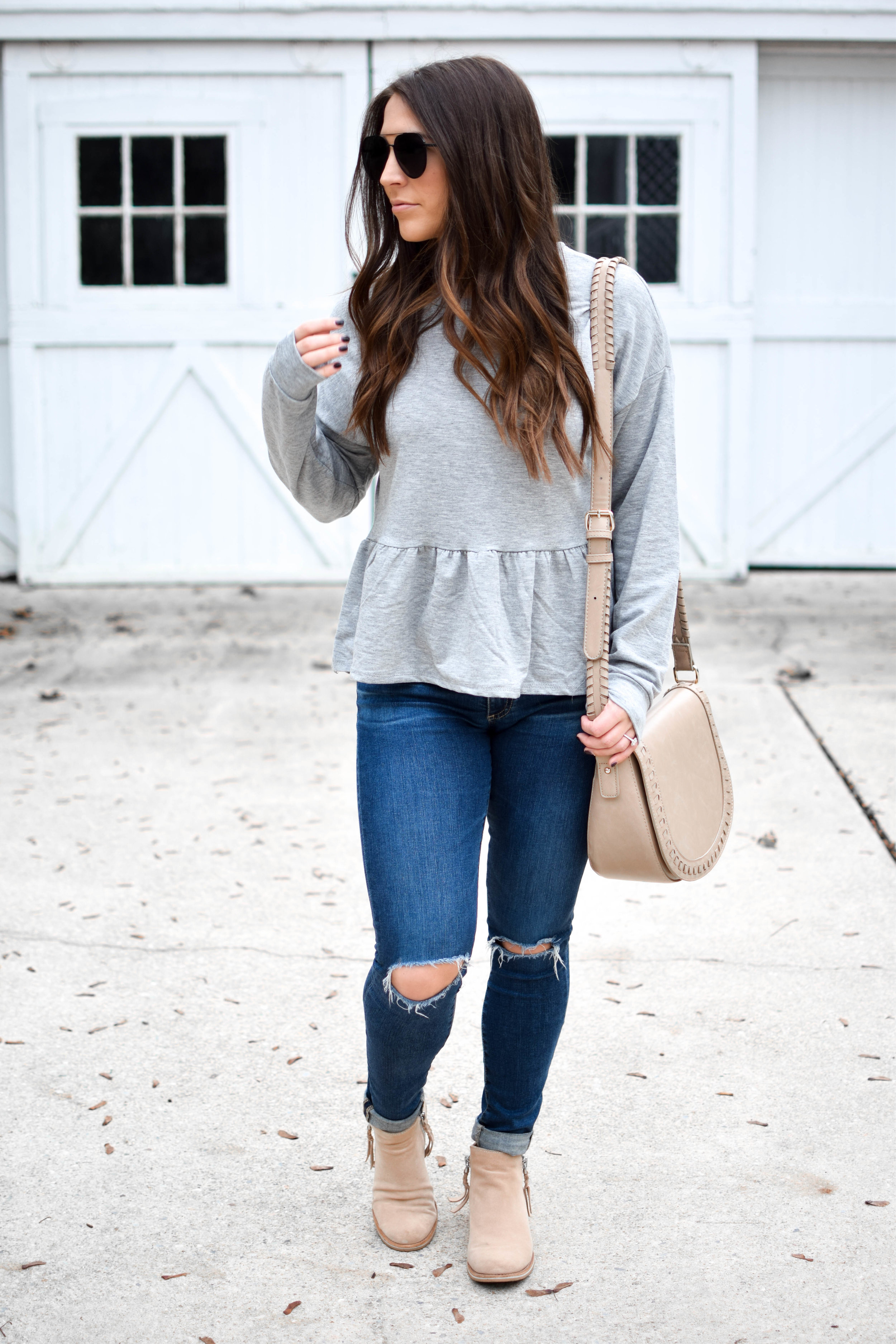 fall fashion / fall outfit idea / fall outfit inspiration / grey peplum sweatshirt / casual fall outfit