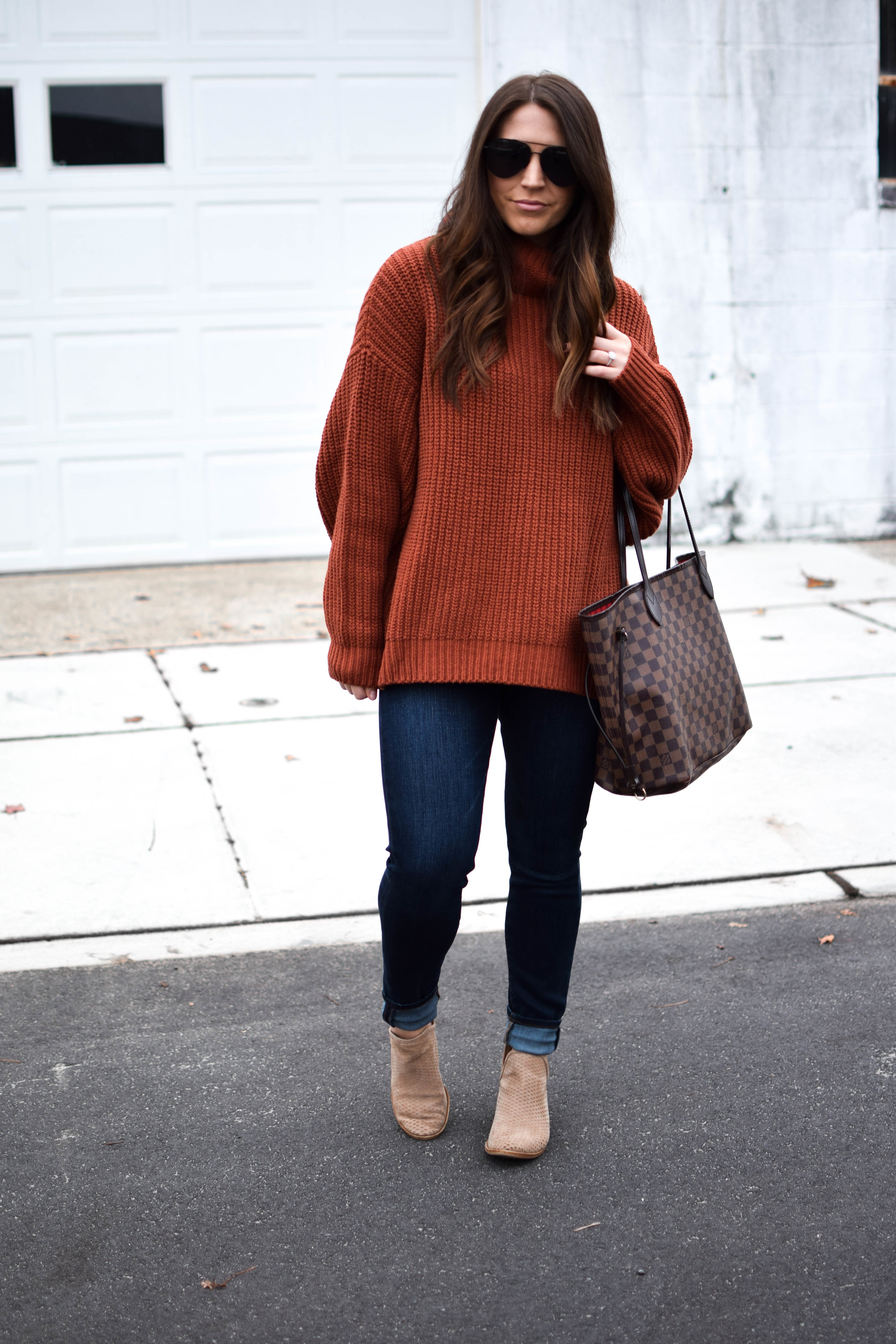 fall fashion / fall outfit idea / fall outfit inspiration / looks to recreate this fall / oversized sweater / styling burnt orange for fall
