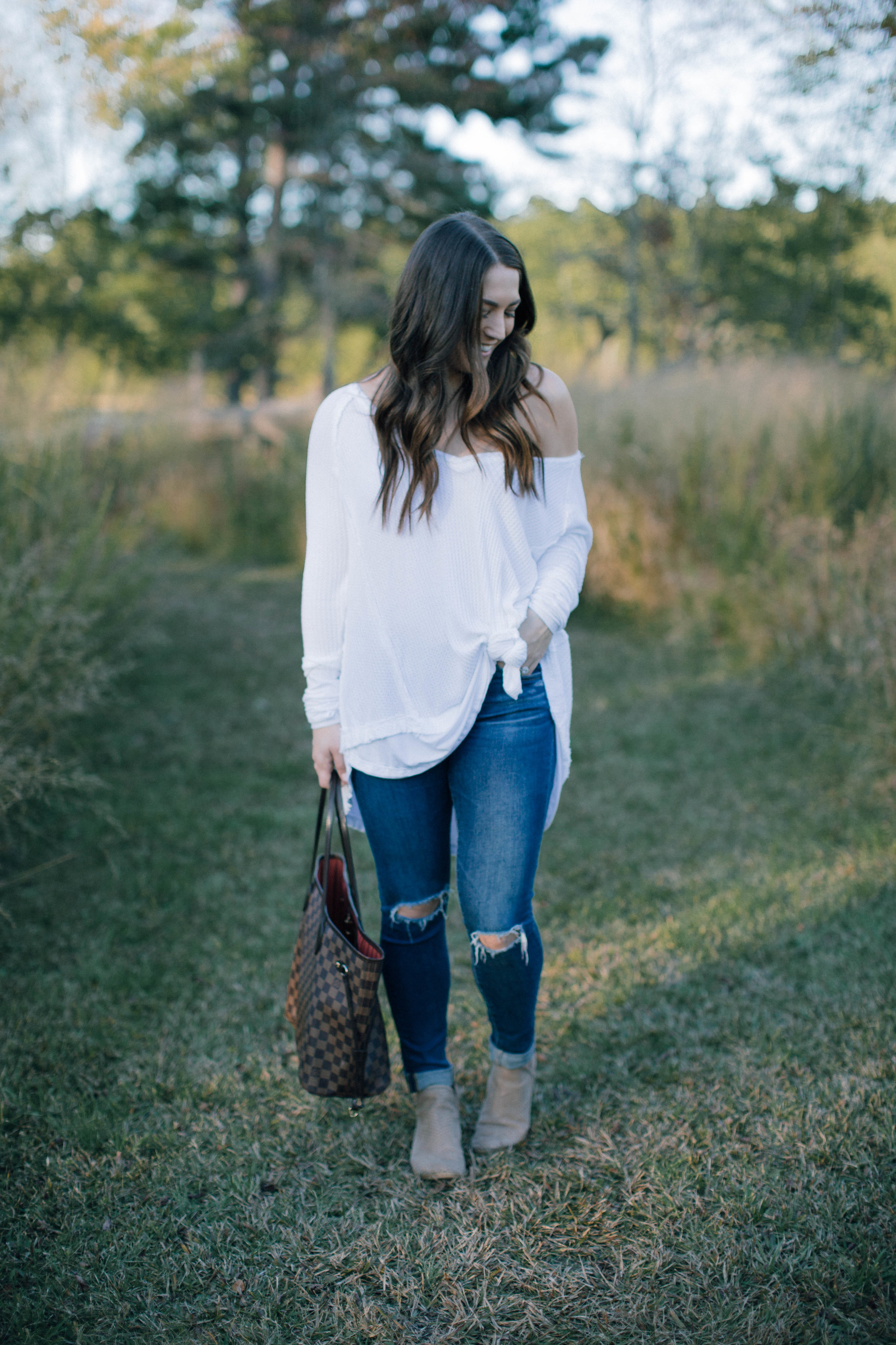 fall fashion / fall outfit idea / fall outfit inspiration / free people white thermal / ag jeans