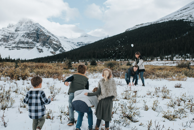 family_snowball_fight_cfairchildphotography.jpg