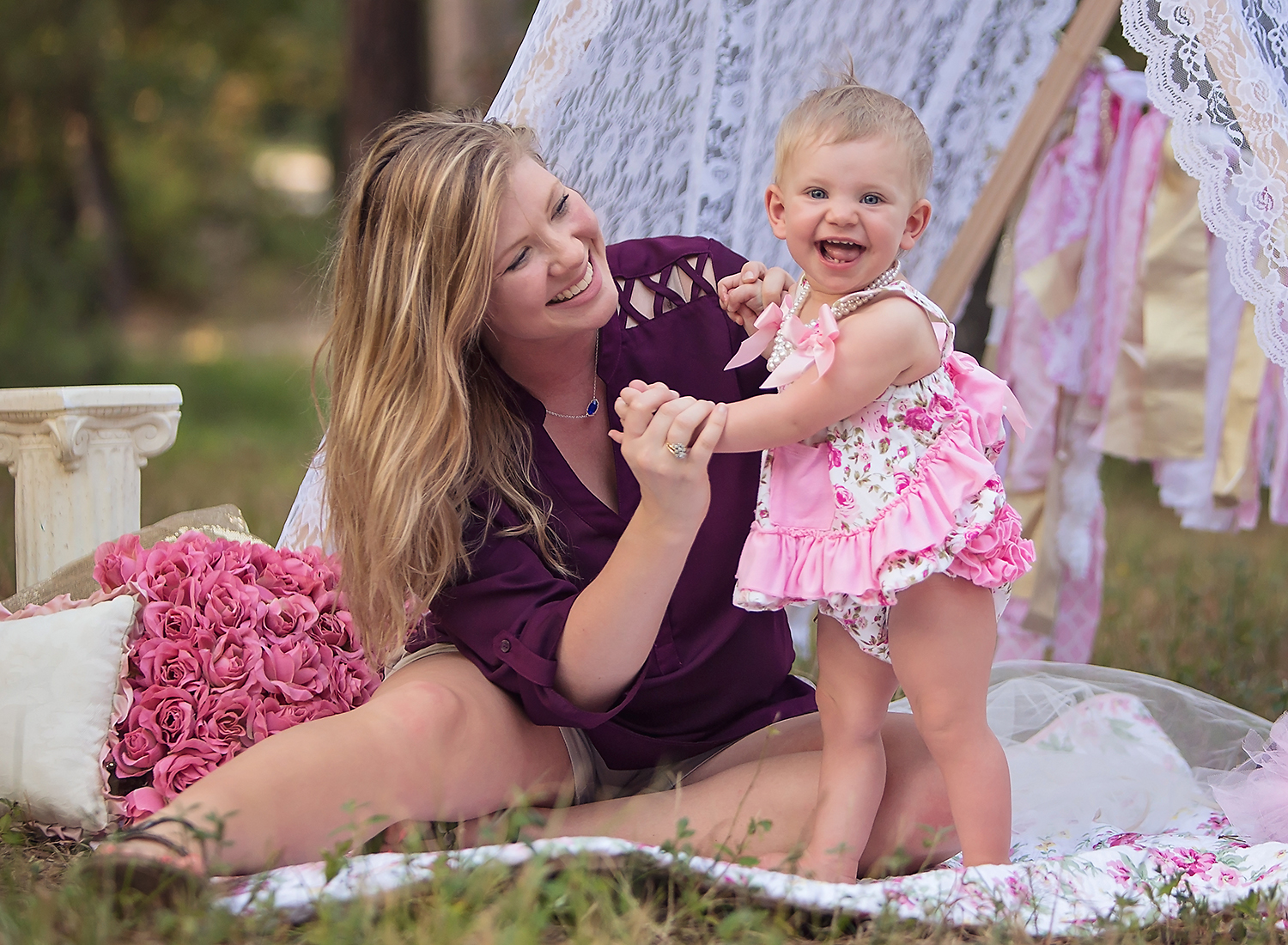 the-woodlands-texas-houston-spring-cypress-tomball-childrens-portraits-photography-session-sunset-first-birthday-lace-tent-props-cake-smash-_8704.jpg