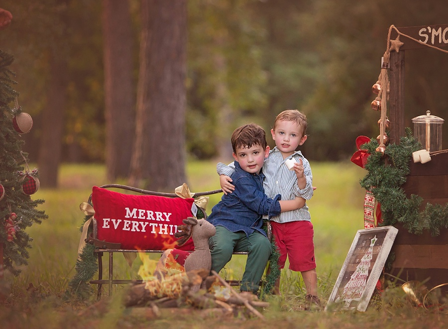 the-woodlands-texas-holiday-mini-session-smores-brothers-hug-fun-family-photographer-top-rated-best-in-houston-77381-campfire.jpg