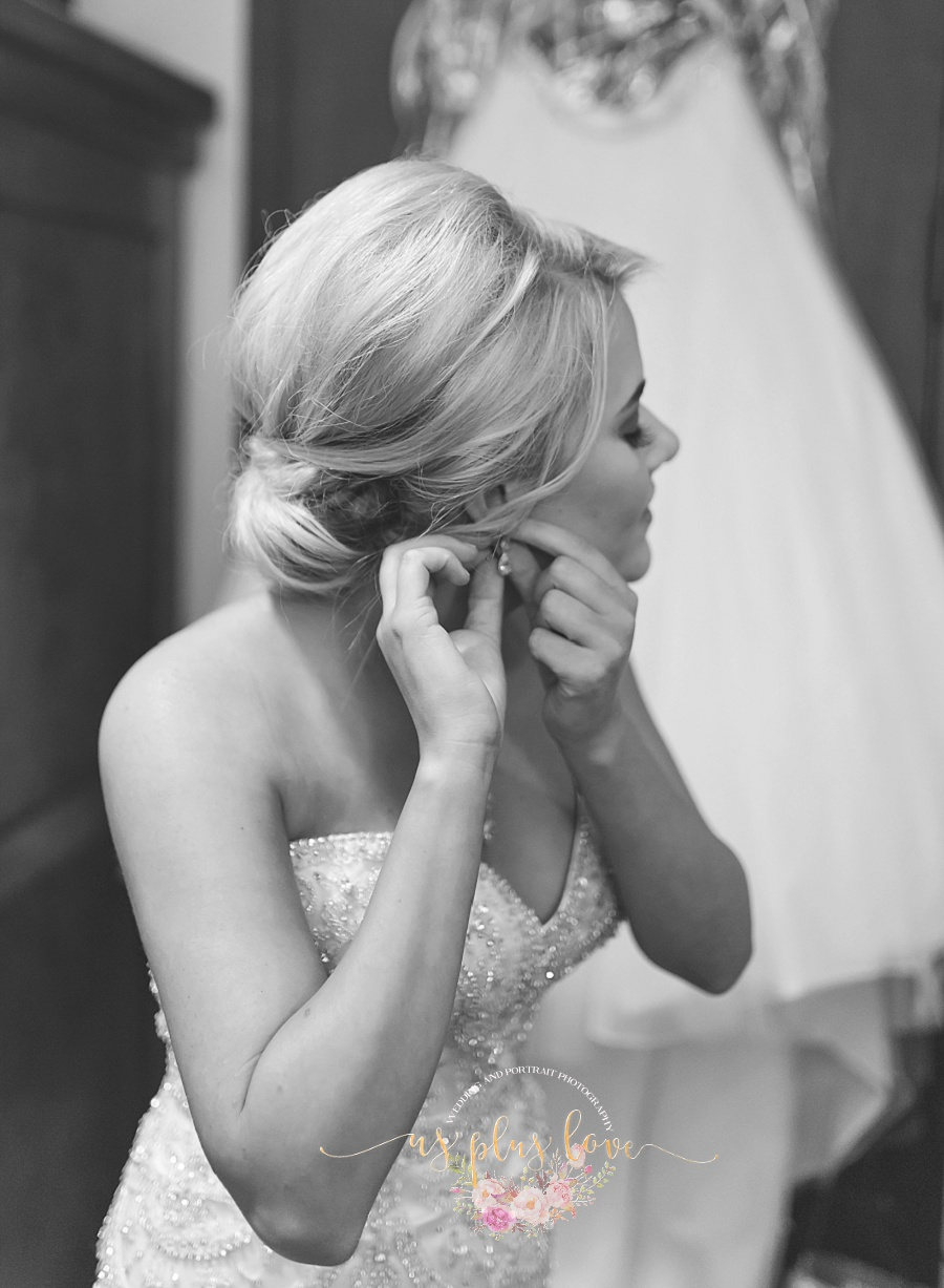 bride-earring-black-and-white-skirt-poofy-vintage-bling-77381-houston-weddings-photography.jpg