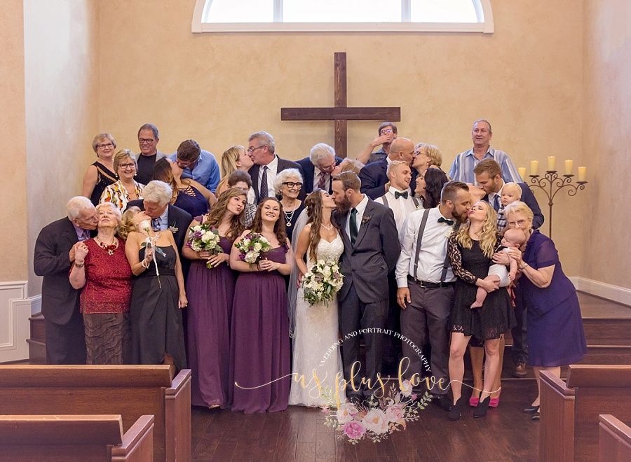 group-photo-wedding-portraits-kiss-love.jpg