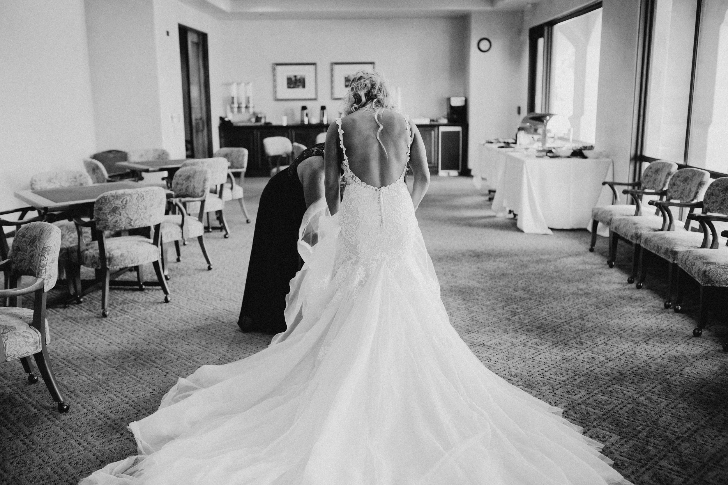 DianaLakePhoto-A+C-Wedding-GettingReady_63.jpg