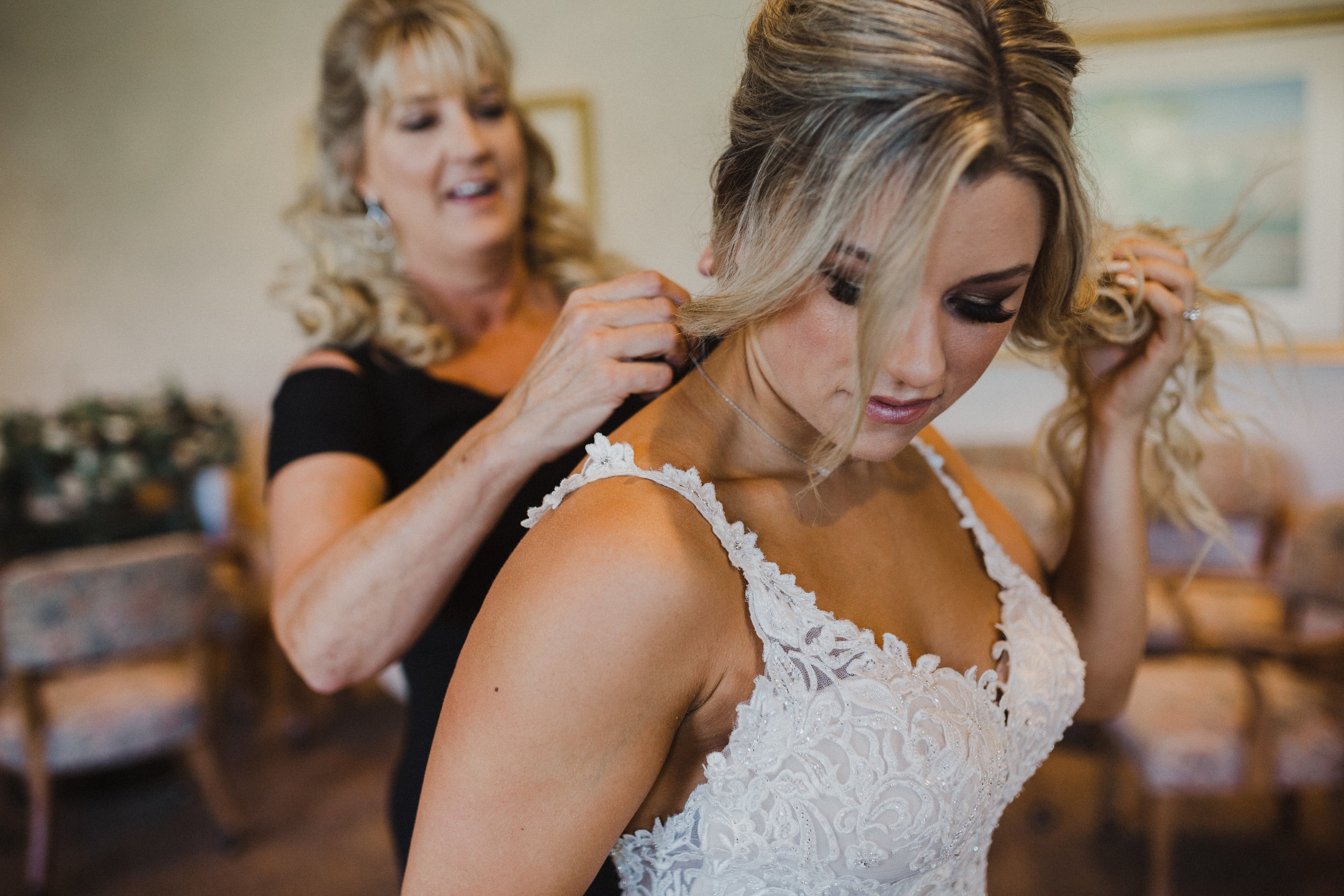 DianaLakePhoto-A+C-Wedding-GettingReady_80.jpg