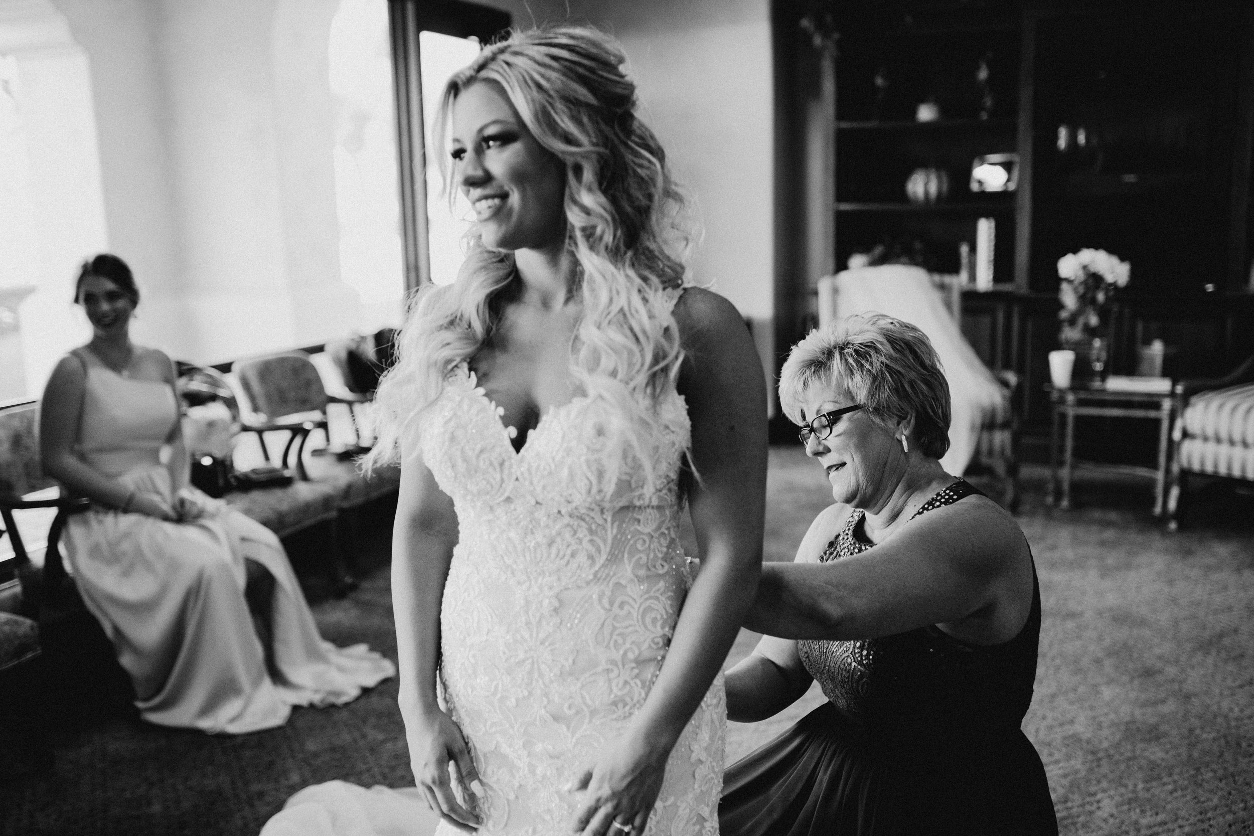 DianaLakePhoto-A+C-Wedding-GettingReady_75.jpg
