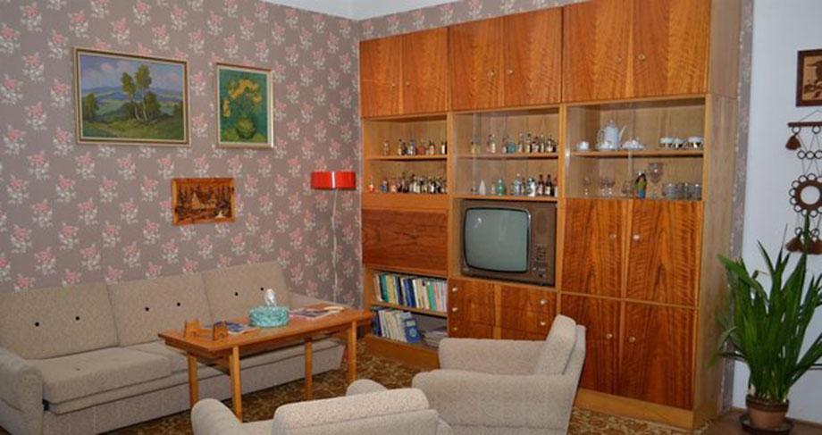 Autentický obývací pokoj ze 70. let z výstavy Jak se žilo za Husáka, Ústí nad Labem
