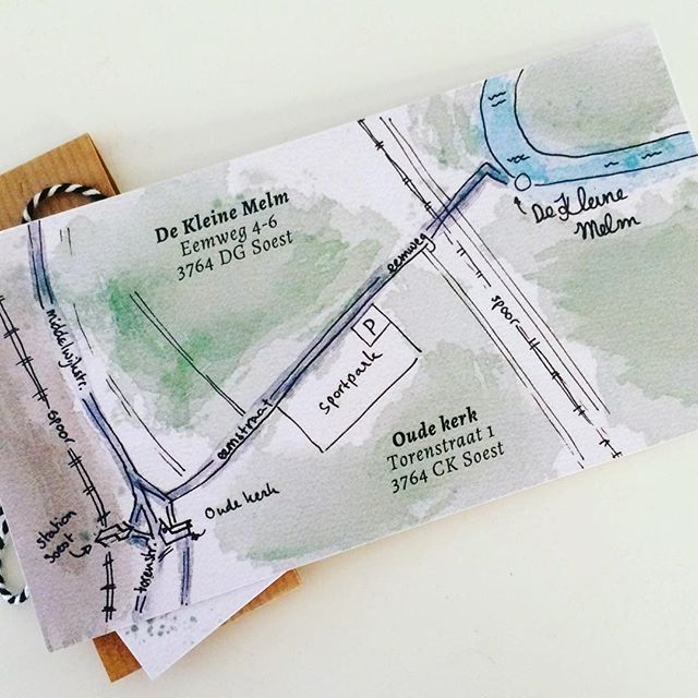 De gasten van @michielaalbers en @saartjelam weten de weg wel met dit handgemaakte kaartje. Natuurlijk onderdeel van de kaart. Digitaal geschilderd met aquarel. - This map will show your guests where to go. It's handmade, part of the invitation. Painted digitally with water color paint.