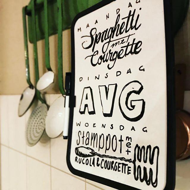 Een whiteboard bij de @actionnederland voor amper twee euro en je kunt je weekmenu leuk in de keuken hangen.