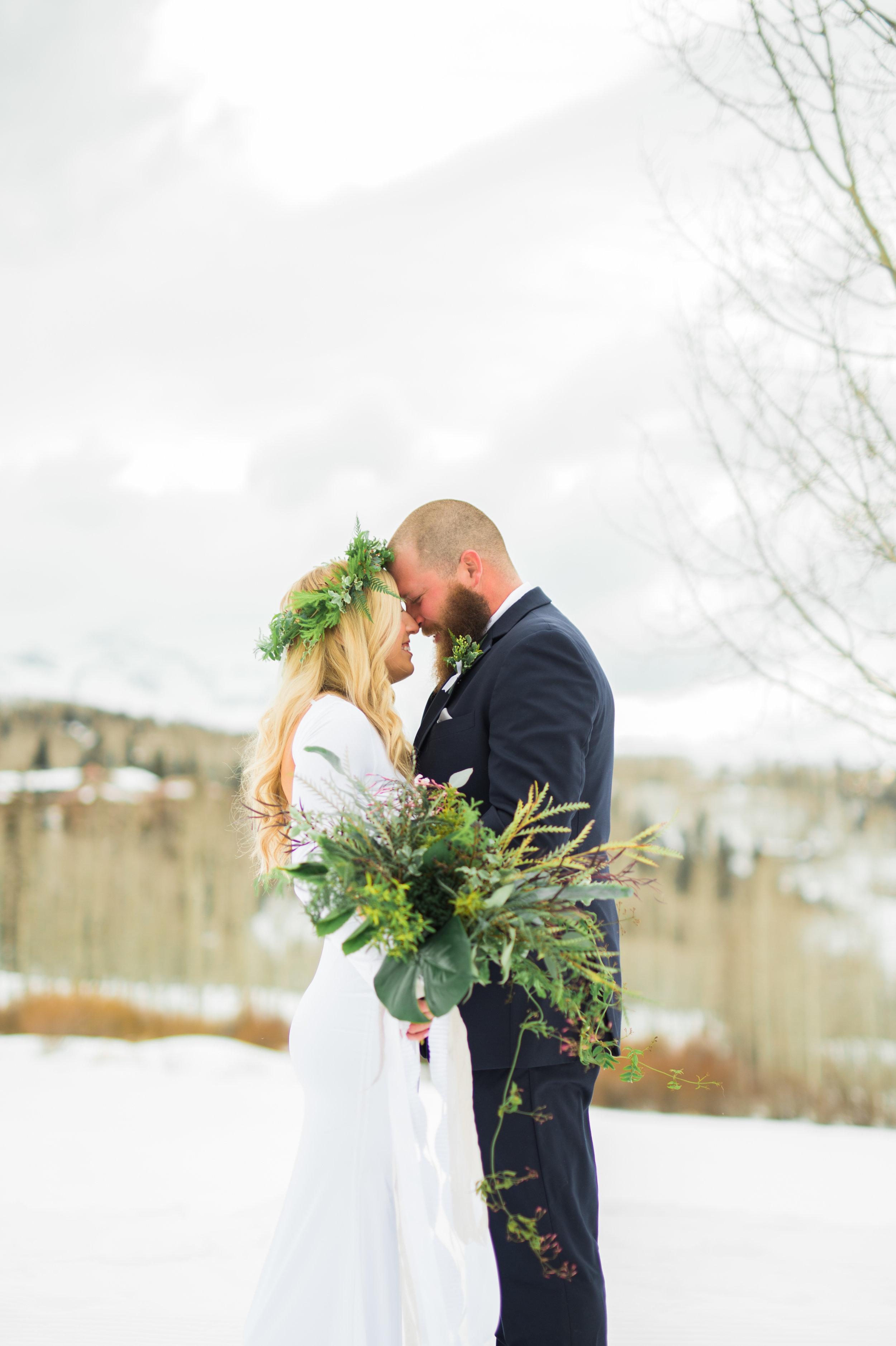 telluride snow wedding Parie designs green bouquet