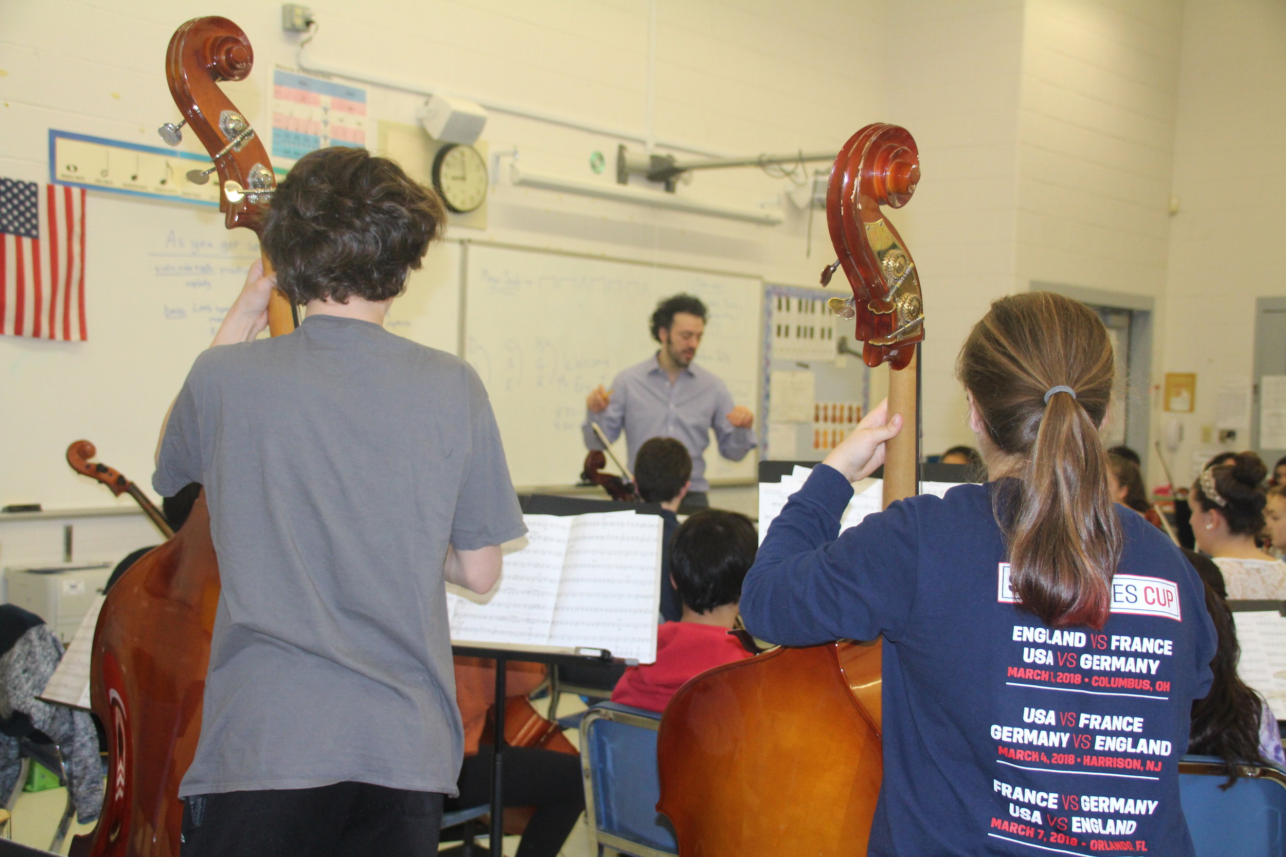 Eric conducts a Chamber Music class at Fairfield Woods Middle School.  Some 40 FWMS students attended the April 28 concert, and had a private Q and A with Eric afterward.