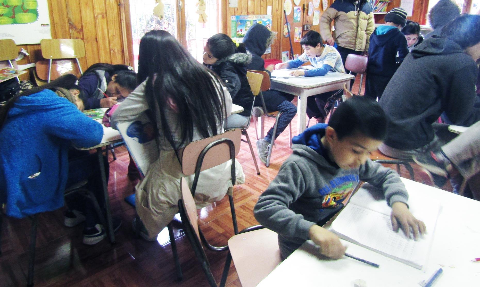 A busy day in the classroom at Centro Abierto Santa Adriana