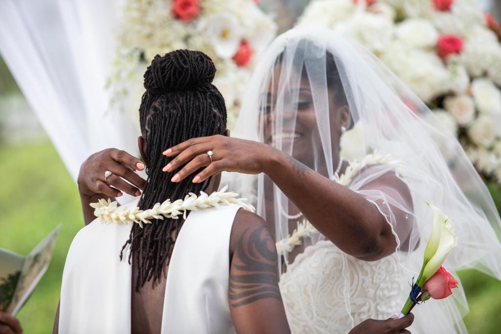 Hawaii Photography - couple photo wedding ceremony 02.png