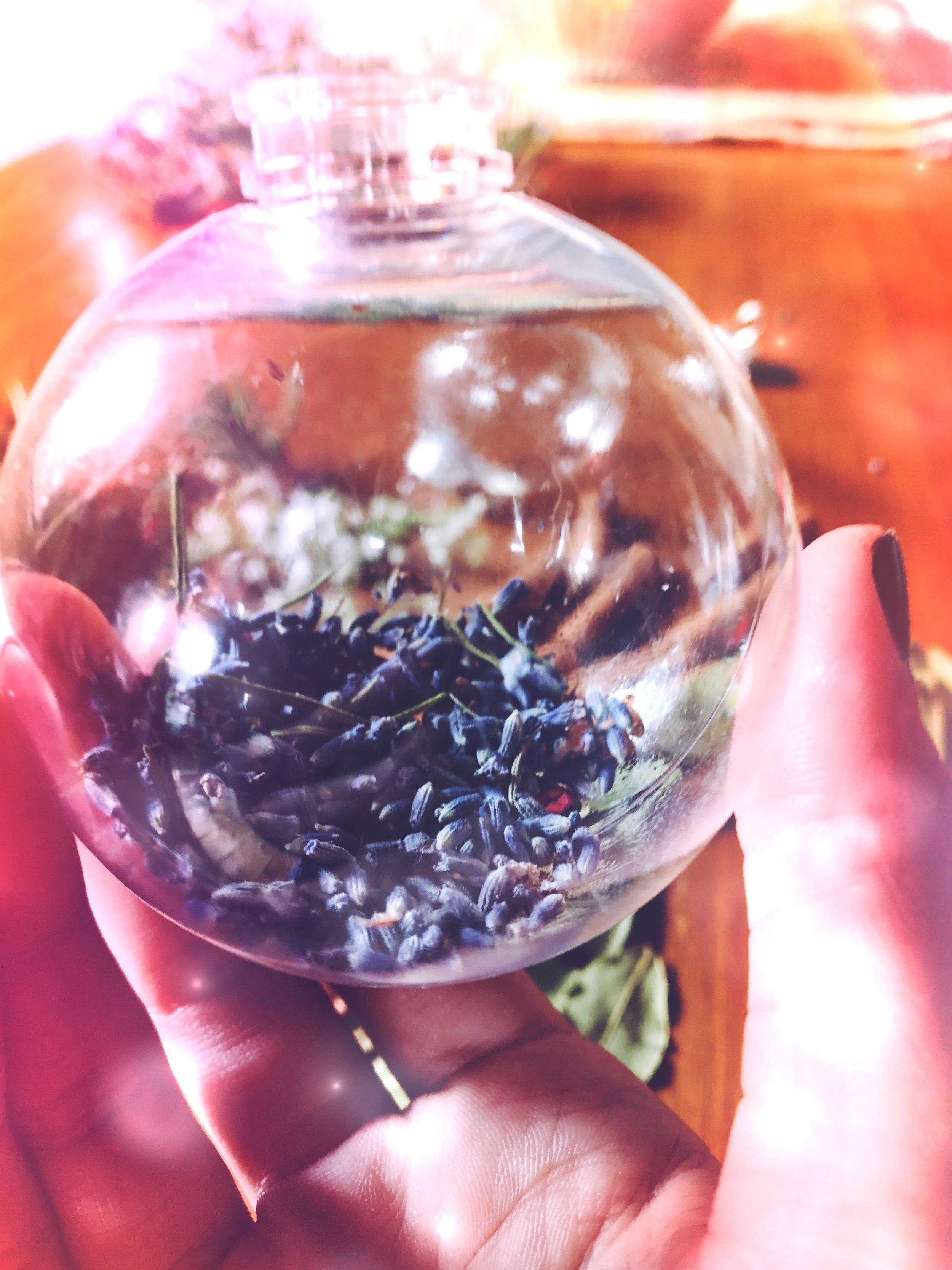 Creating a Witches Yule Bauble | spirit de la Lune