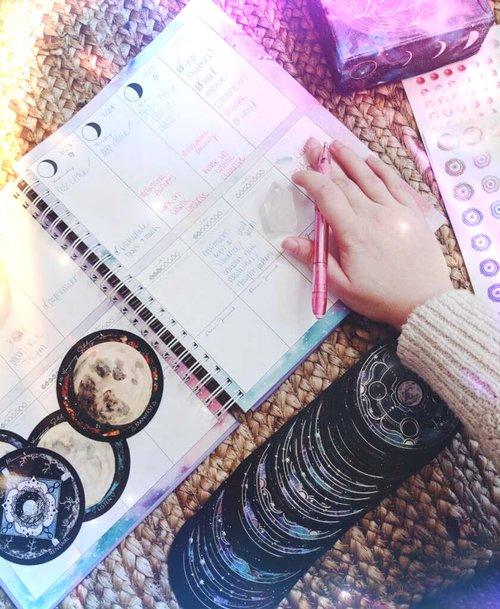 Spirit+de+la+Lune+2019+Planner.jpg