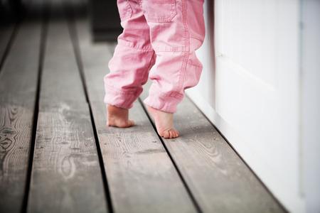 Feet_Child_Toe_Walking_Mother_Toddler_12428722_S_.jpg