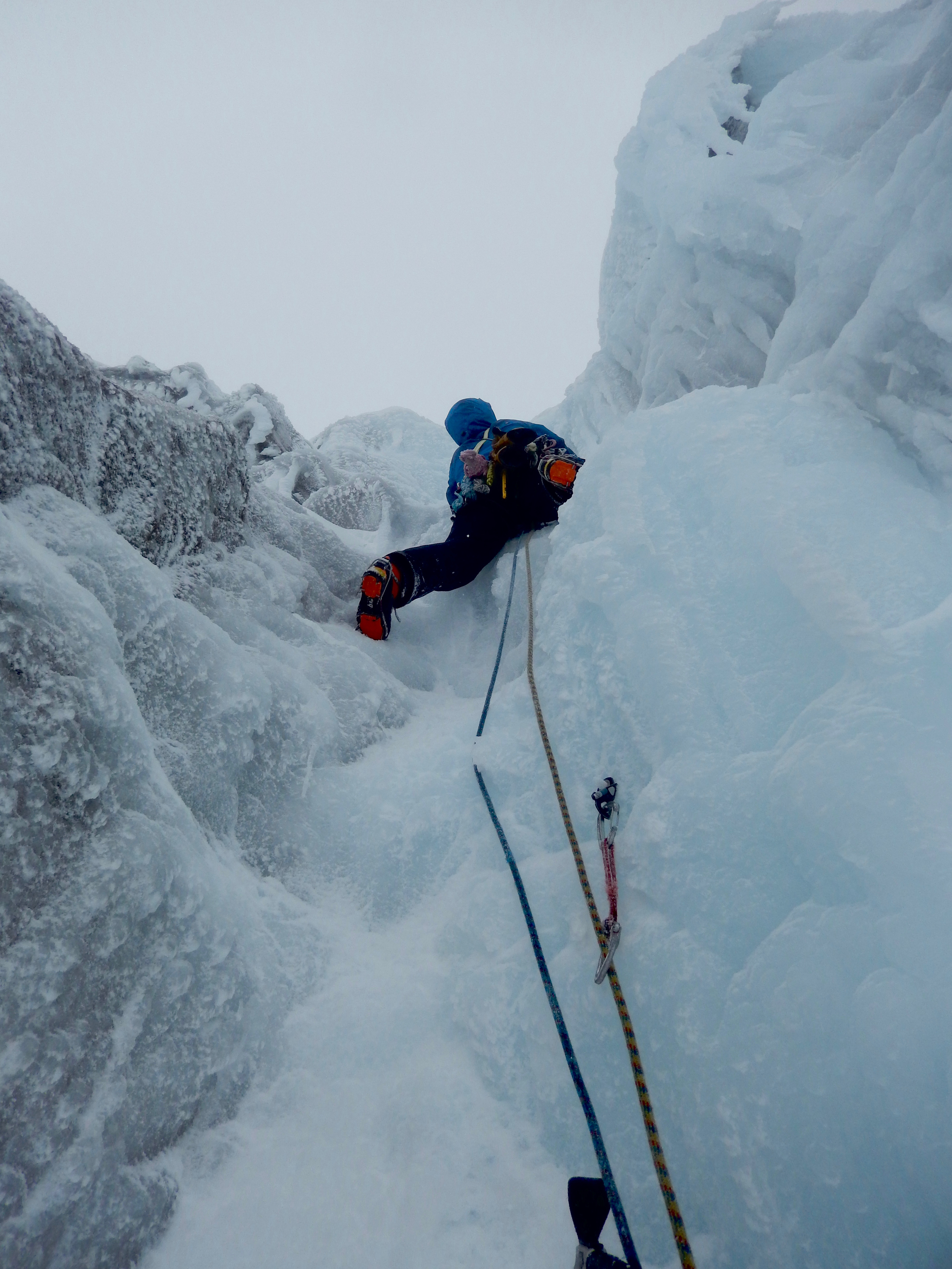 Joris leading the last section of the chimney - pitch 4