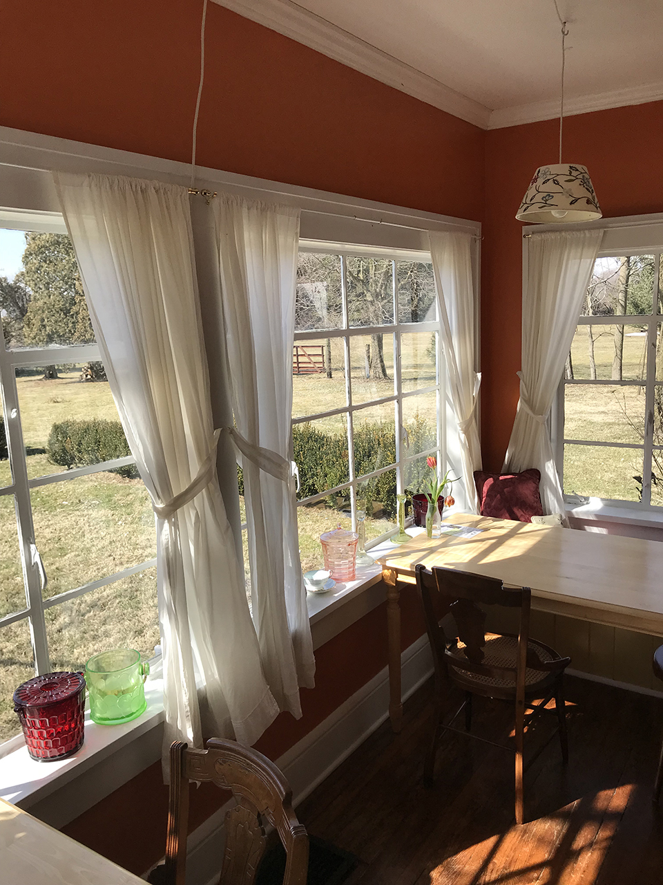 Orchard-house-boutique-hotel-breakfast-nook-metal-windows.jpg
