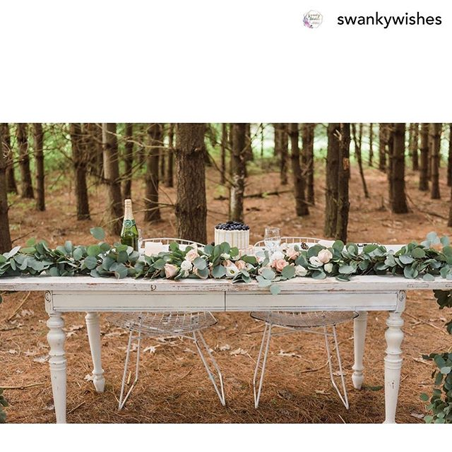 Wedding Season is in full swing 😍 How gorgeous is this sweetheart table setting in the woods? @orchardhousegranville  Don't you just love it? #explorelickingcounty #lickingcounty #weddings #columbusohio #columbusweddings #outdoorwedding #columbuswedding #granvilleohio #columbusbride #columbusbrides #ohiobride #theknotohio #weddinginthewoods #outdoorweddingdecor #boutiquehotel #estatewedding