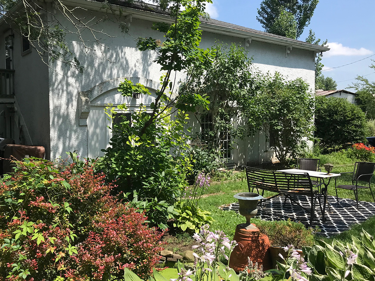 Orchard-house-columbus-hotel-courtyard-carriage-house-patio.jpg