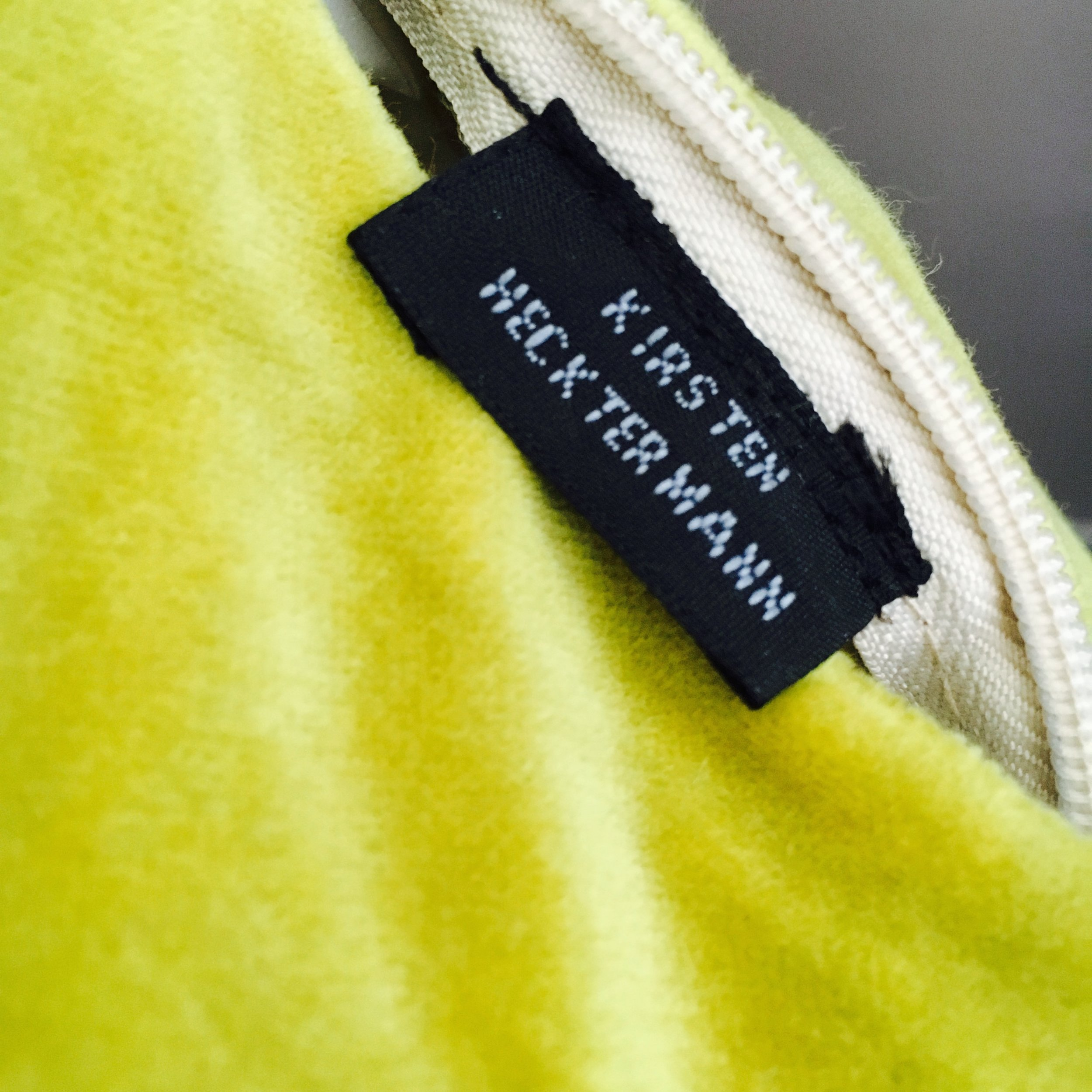 The ultimate labelling for no-logo fans: neatly tucked within the zip enclosure