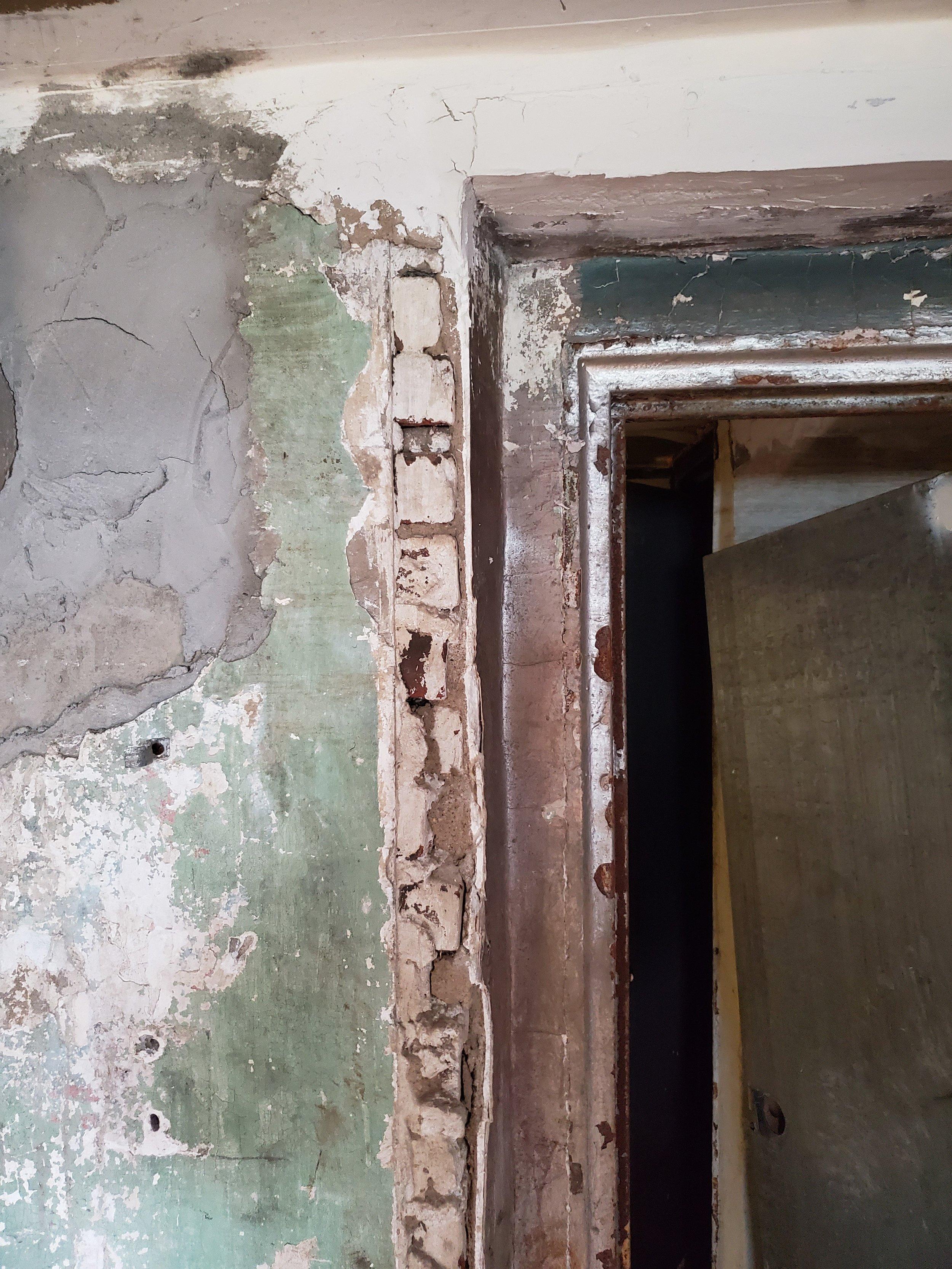 DoorFrame.jpg