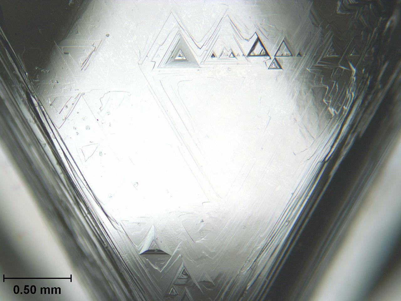 1280px-Diamond_face_trigons_scale.jpg