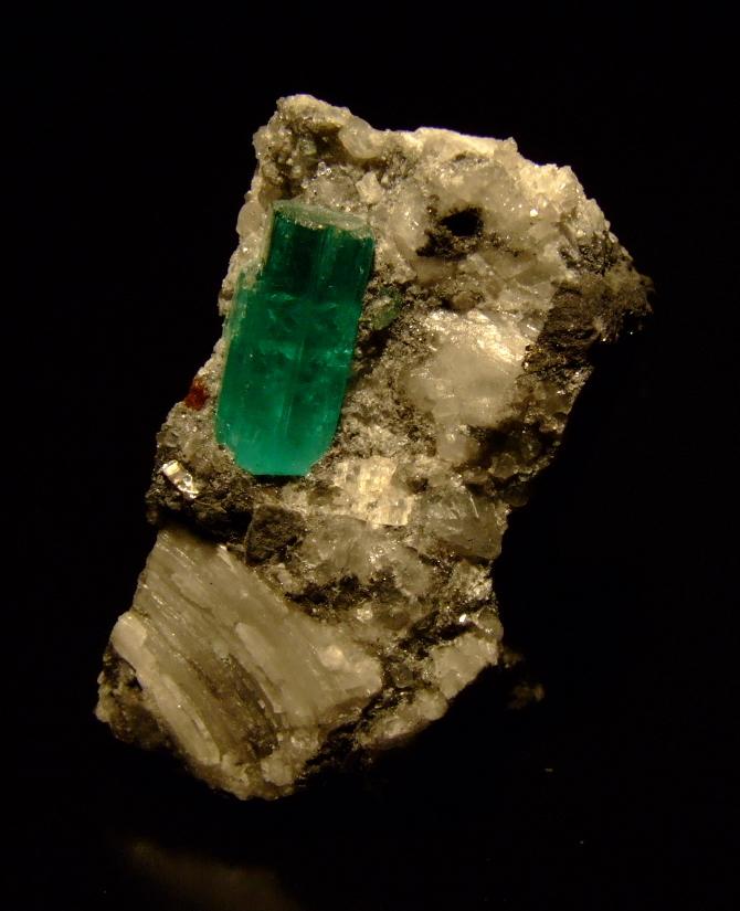 Emerald_crystal_muzo_colombia.jpg