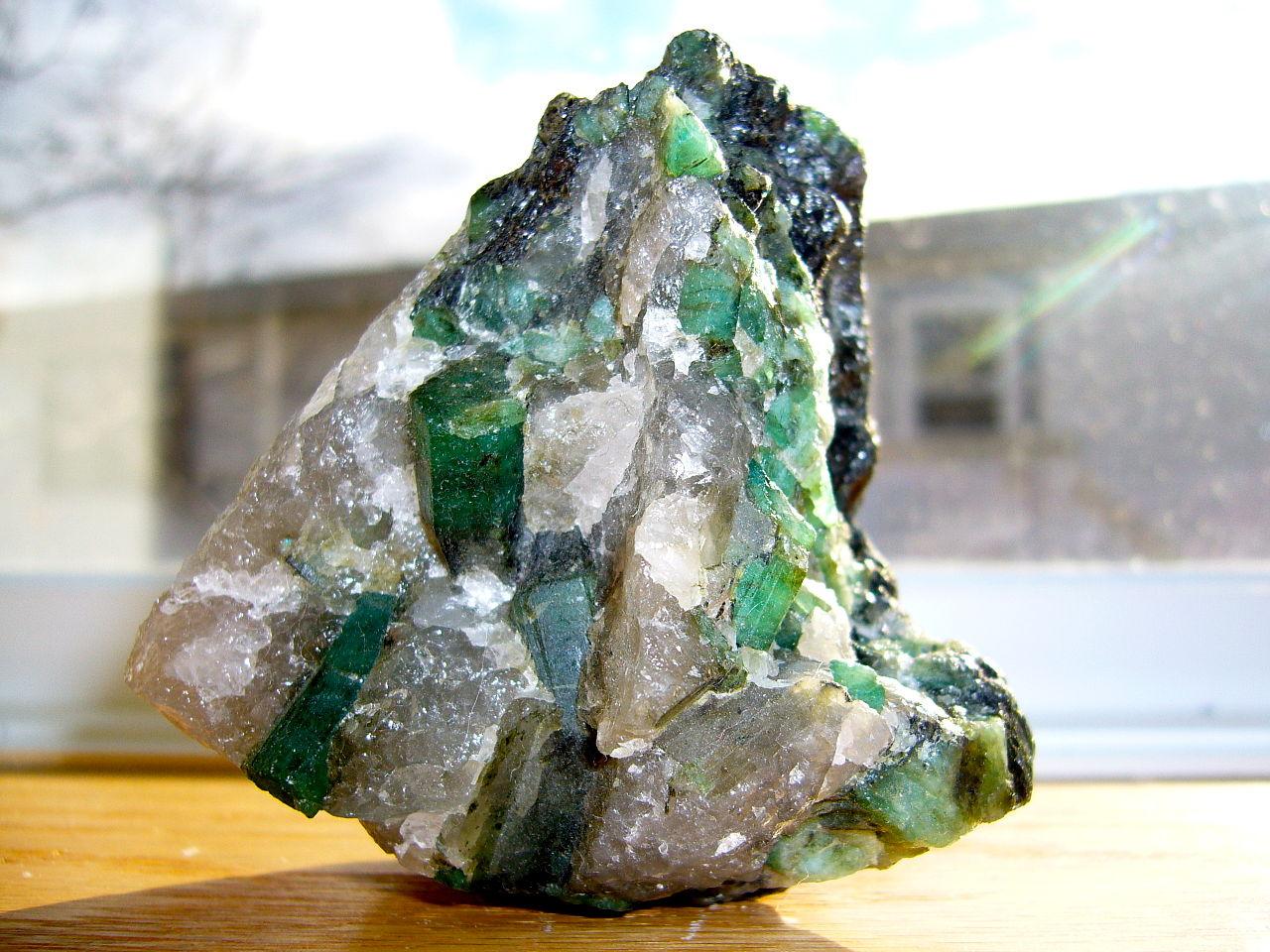 Emerald_in_a_quartz_and_pegmatite_matrix.JPG