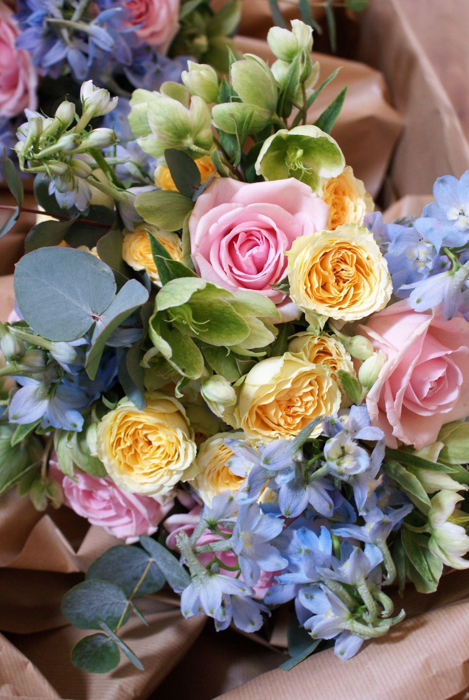 Pastel colours bridesmaid bouquet