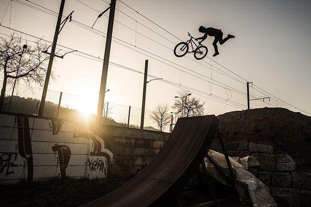 @jan_hagemann00 on fire @ridetsg @comergeag @flumserberg_switzerland #zhjumppark #zürich #zurich #mtb #trails #mountainbike #dirtjump #slopestyle #bike