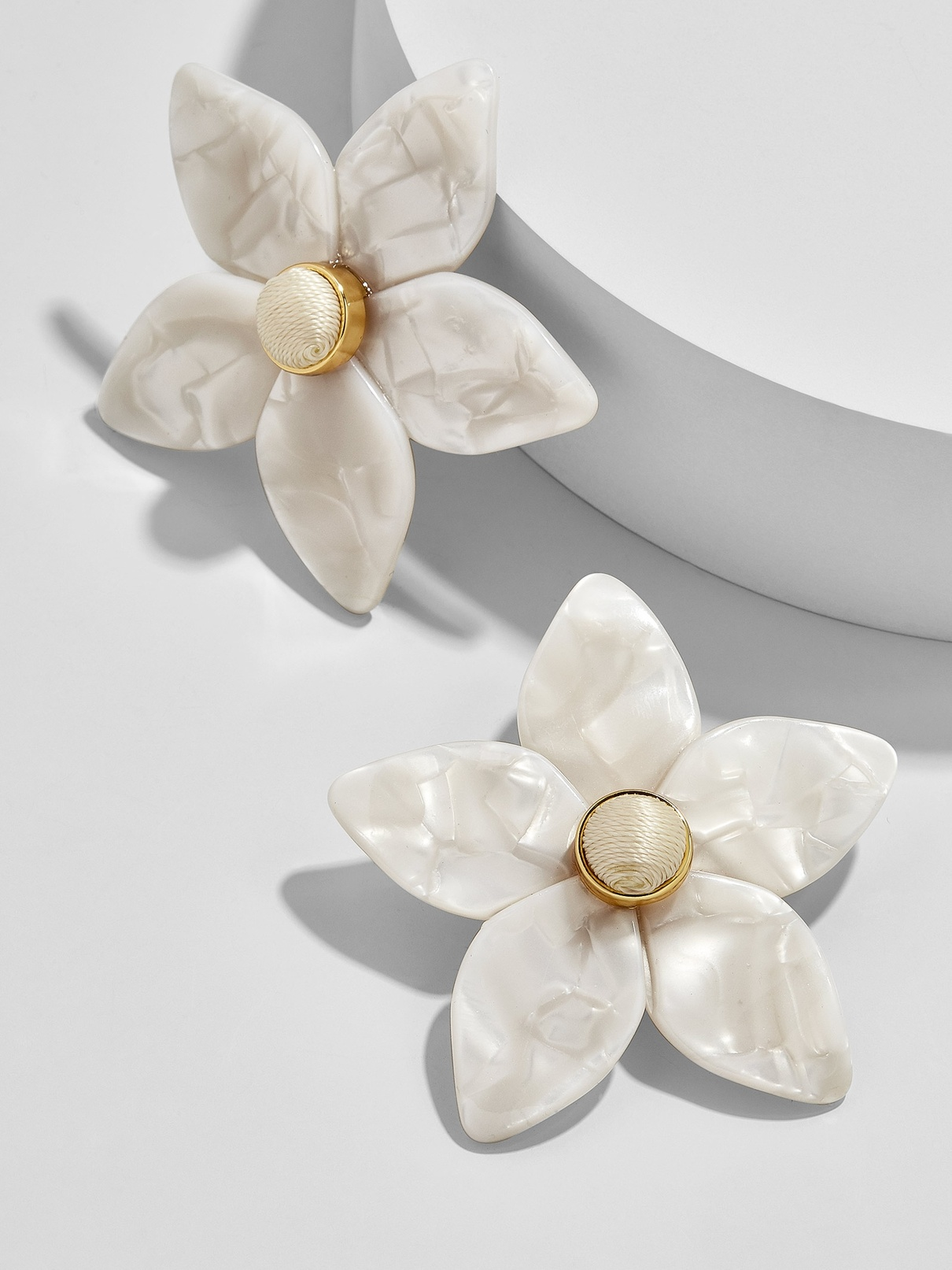 AMARIELLA FLOWER STUD RESIN EARRINGS WHITE.jpg