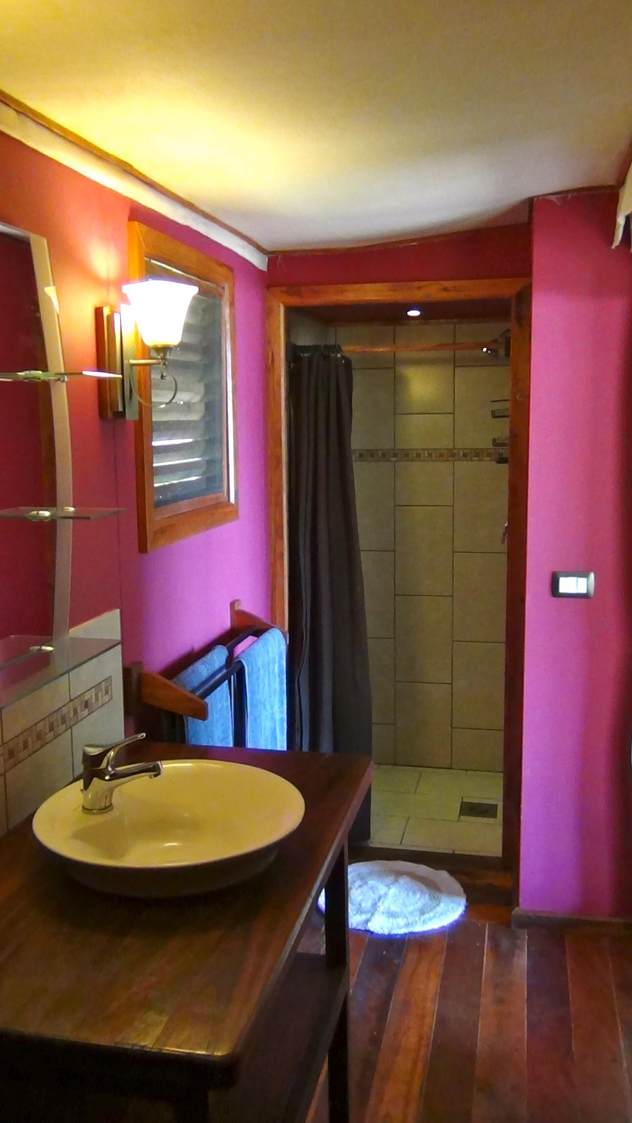 Los Escapados Eco-Cabin 1 bathroom