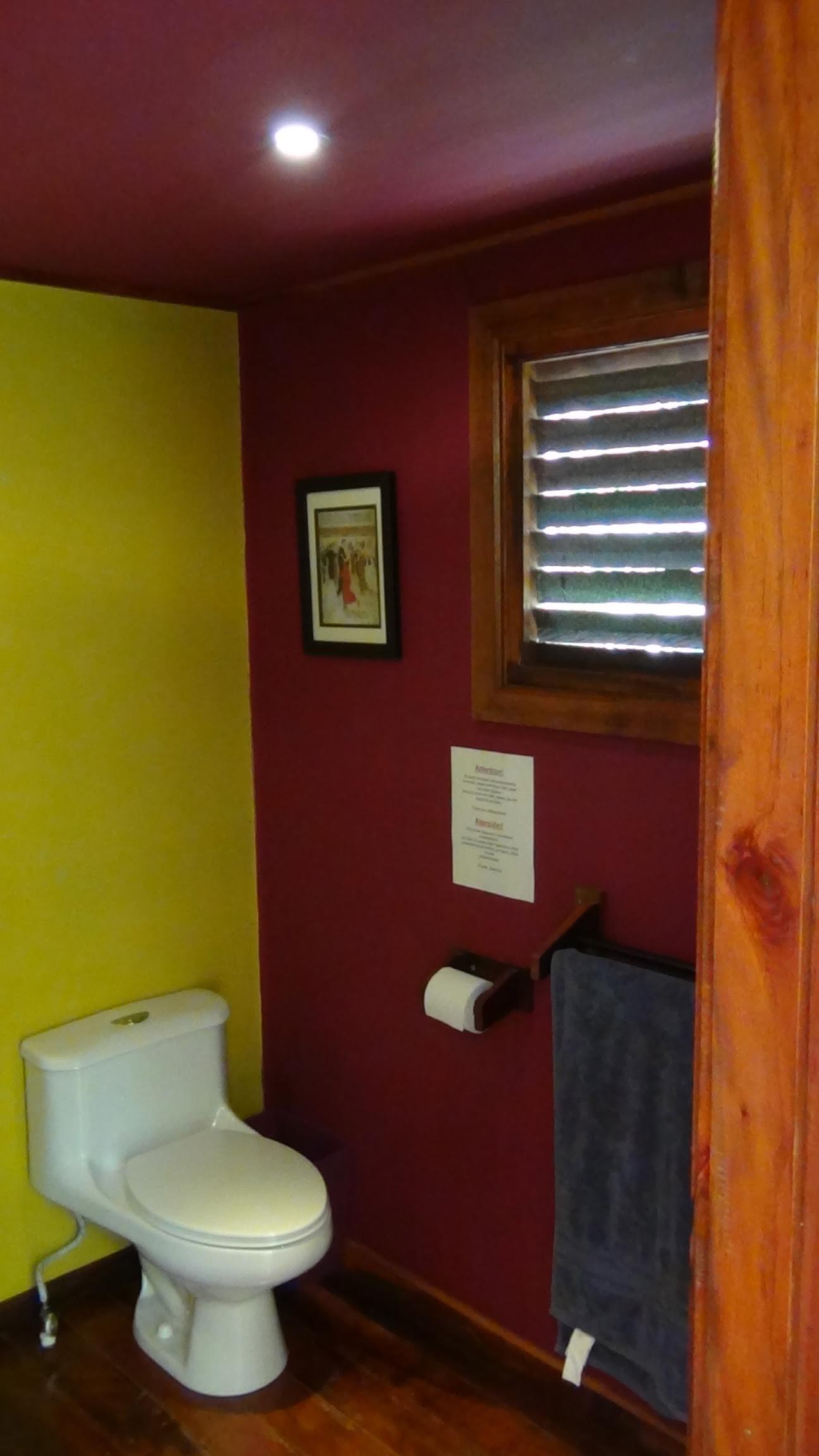 Los Escapados Eco-Cabin 2 bathroom