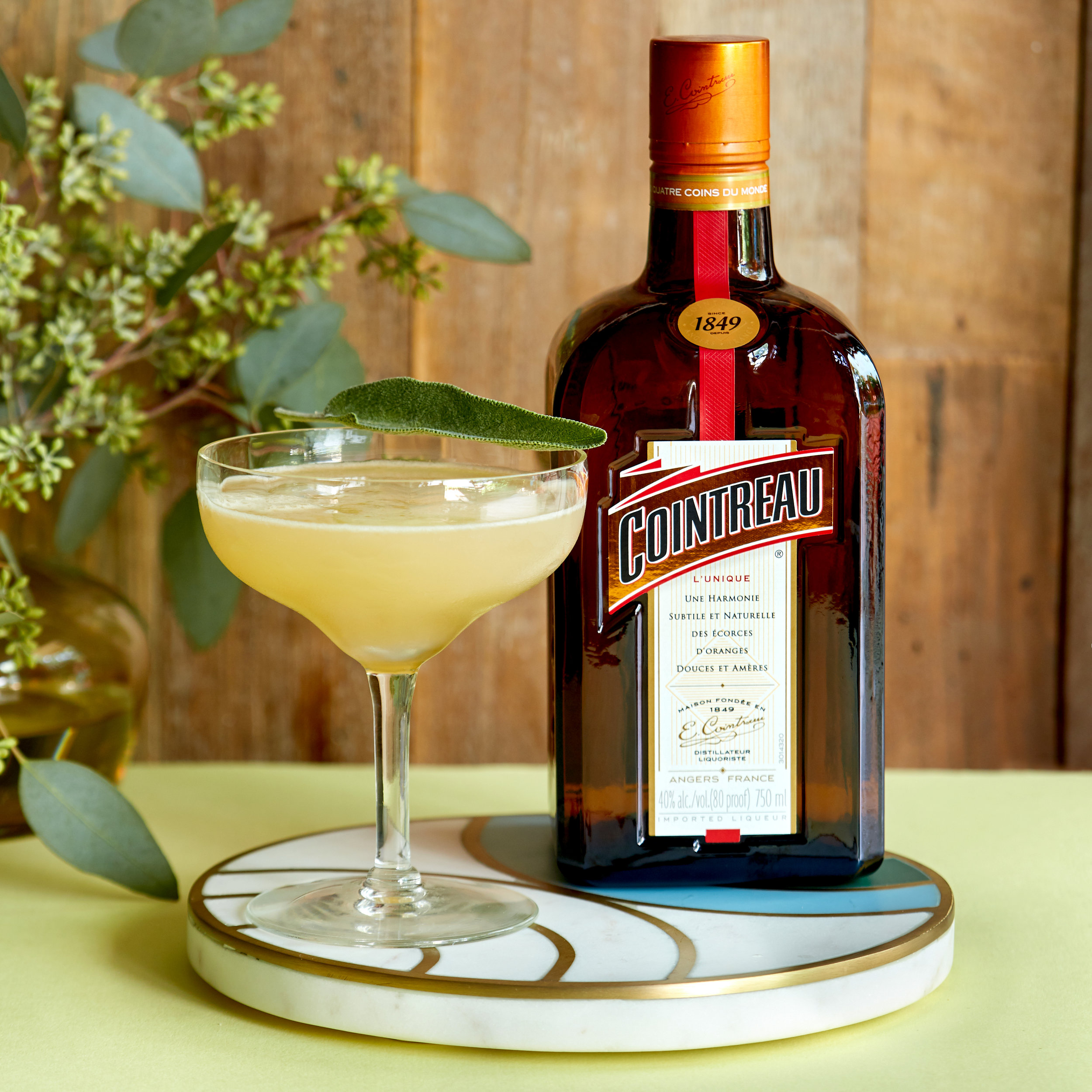 Cointreau_HolidayPRCocktail1_withBottle_Cropped.jpg