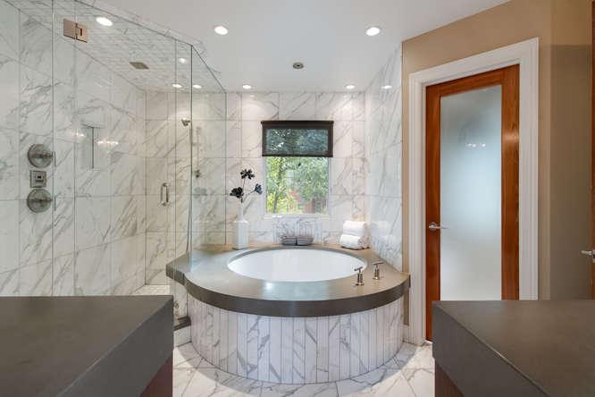 278 Dahlia Street-small-028-75-Master Bath-666x444-72dpi.jpg
