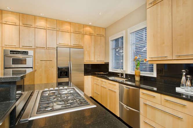 278 Dahlia Street-small-057-13-Kitchen-666x444-72dpi.jpg