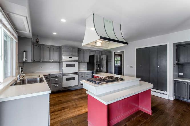 30024 Canterbury Circle-small-015-060-Kitchen-666x445-72dpi.jpg