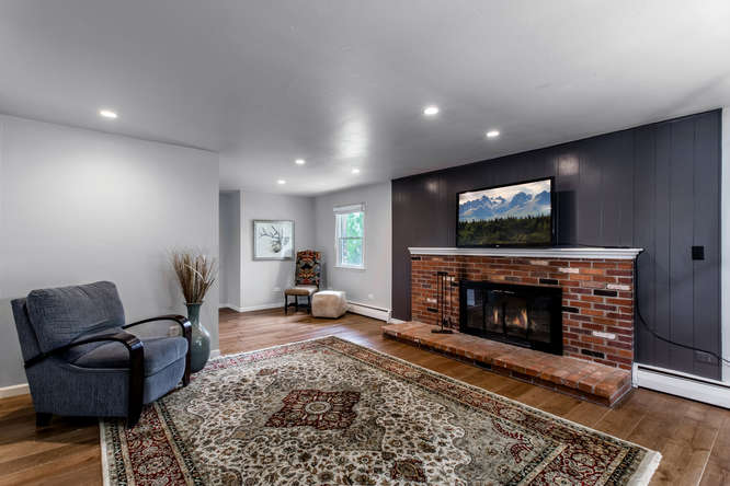 30024 Canterbury Circle-small-018-054-Family Room-666x444-72dpi.jpg