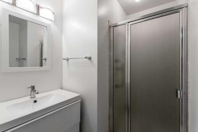 30024 Canterbury Circle-small-022-071-Bathroom-666x444-72dpi.jpg