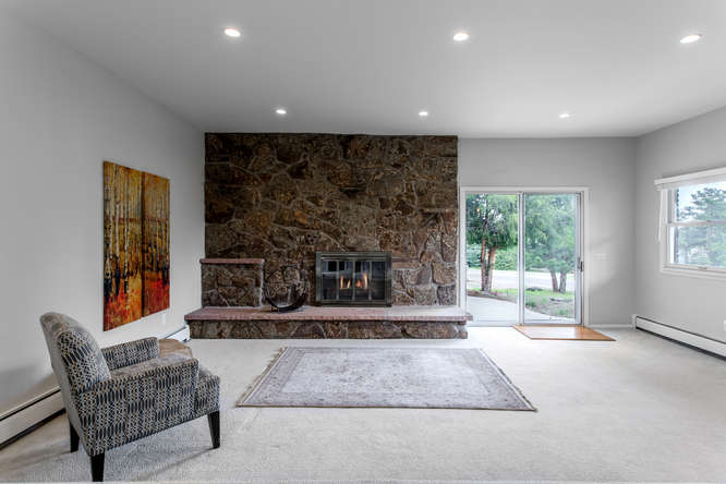 30024 Canterbury Circle-small-038-084-Living Room-666x444-72dpi.jpg